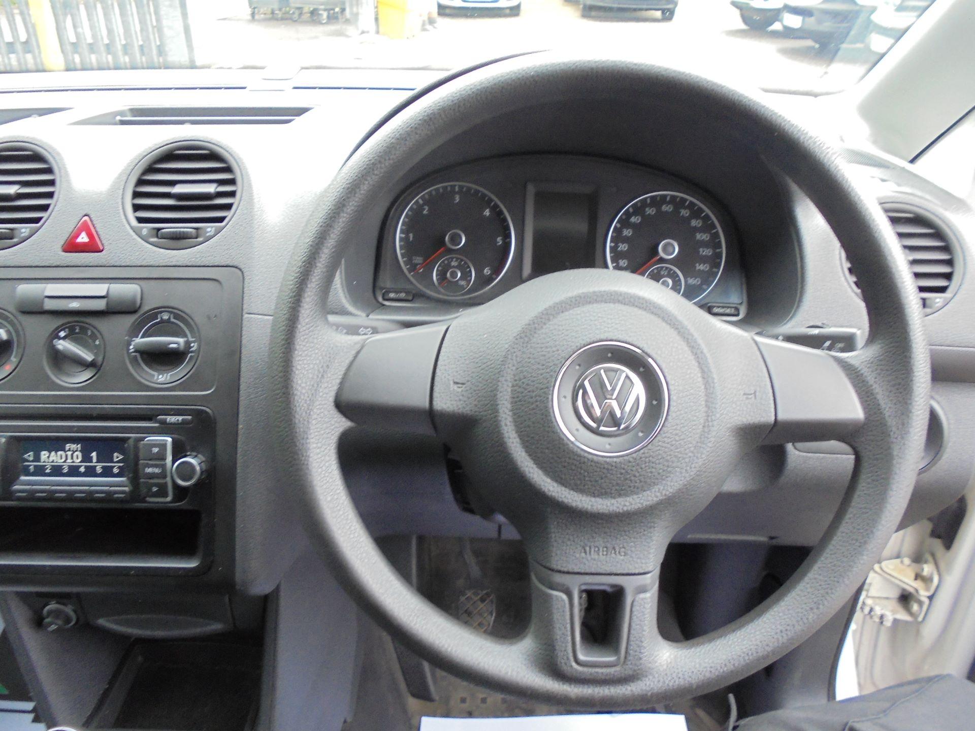 2015 Volkswagen Caddy Maxi  1.6 102PS STARTLINE EURO 5 (GF15XTM) Image 12