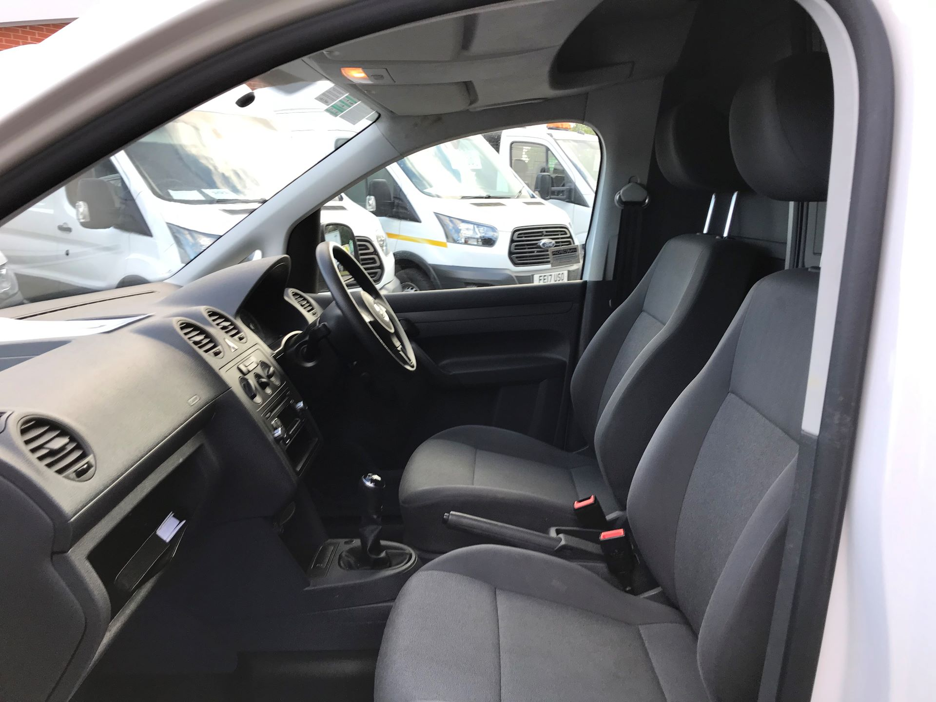 2016 Volkswagen Caddy  1.6 102PS STARTLINE EURO 5 (GF16GHO) Image 18