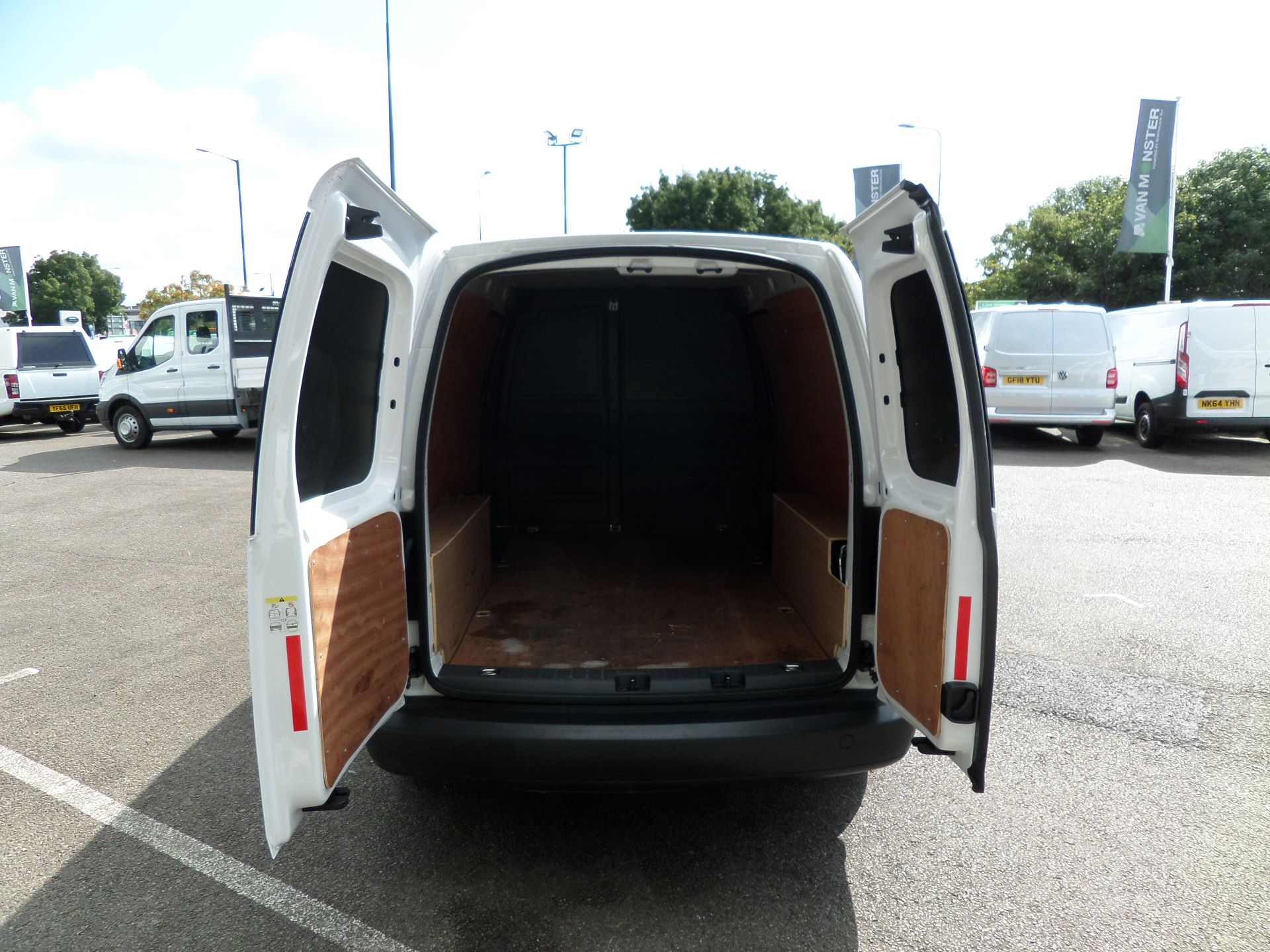 2016 Volkswagen Caddy Maxi 1.6 Tdi 102Ps Startline Van (GF16KTE) Image 15