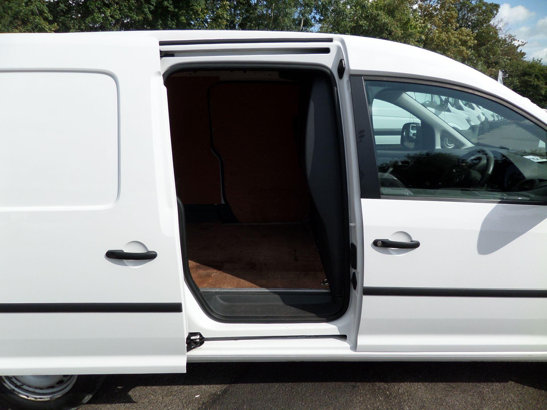 2016 Volkswagen Caddy Maxi 1.6 Tdi 102Ps Startline Van (GF16KTE) Image 17