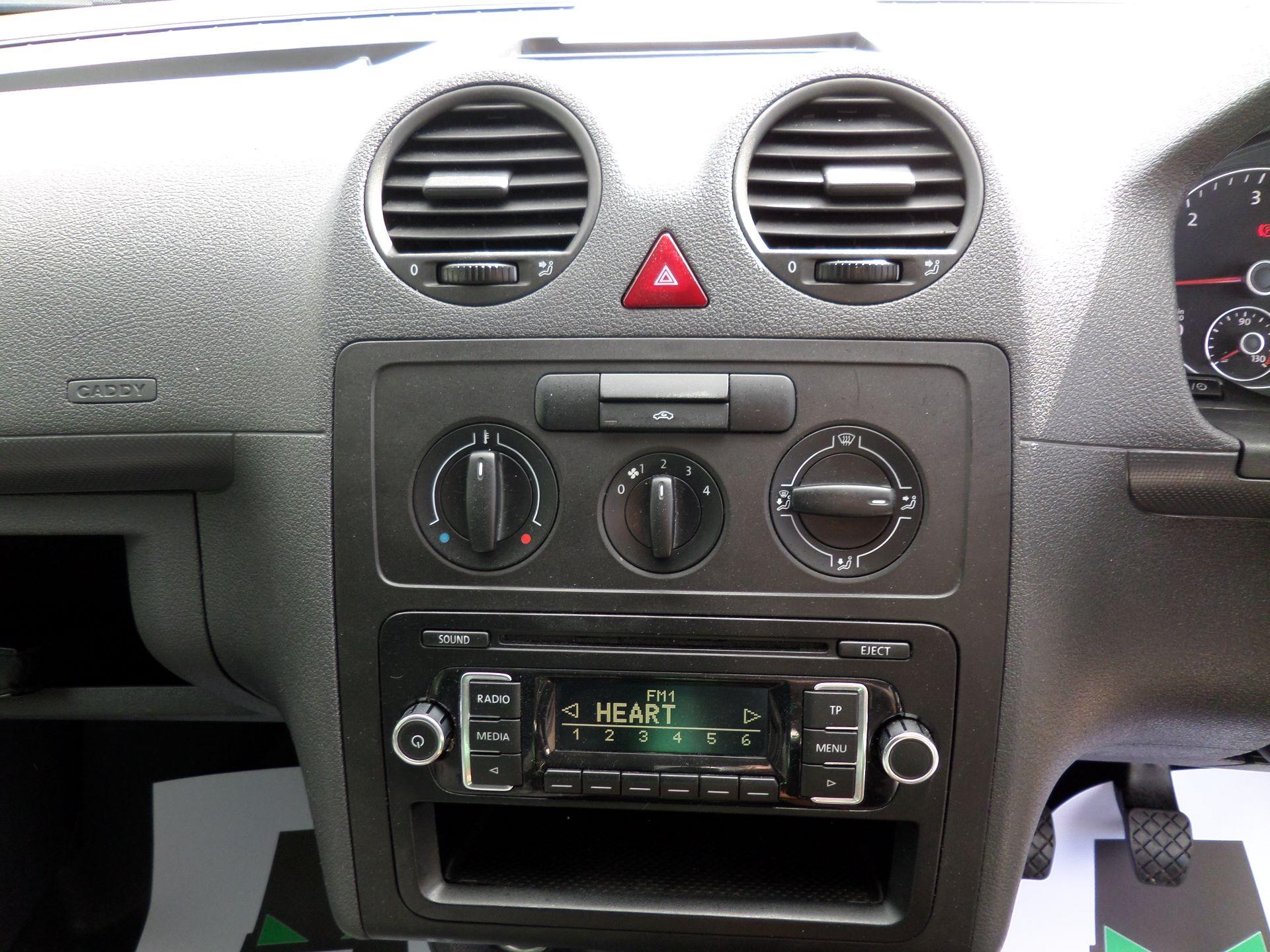 2016 Volkswagen Caddy Maxi 1.6 Tdi 102Ps Startline Van (GF16KTE) Image 3