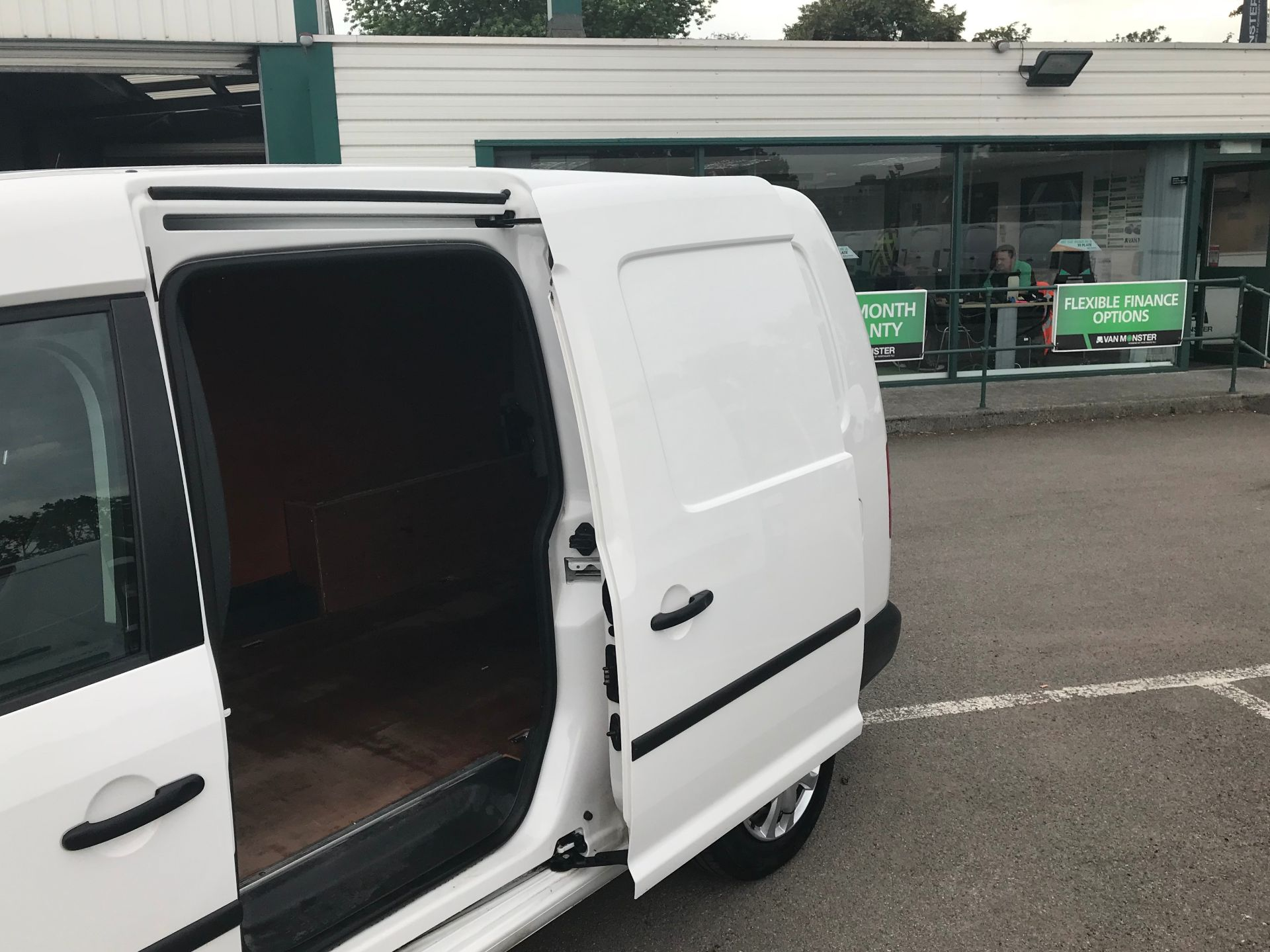 2016 Volkswagen Caddy Maxi 1.6 102PS STARTLINE EURO 5 (GF16KTT) Image 9