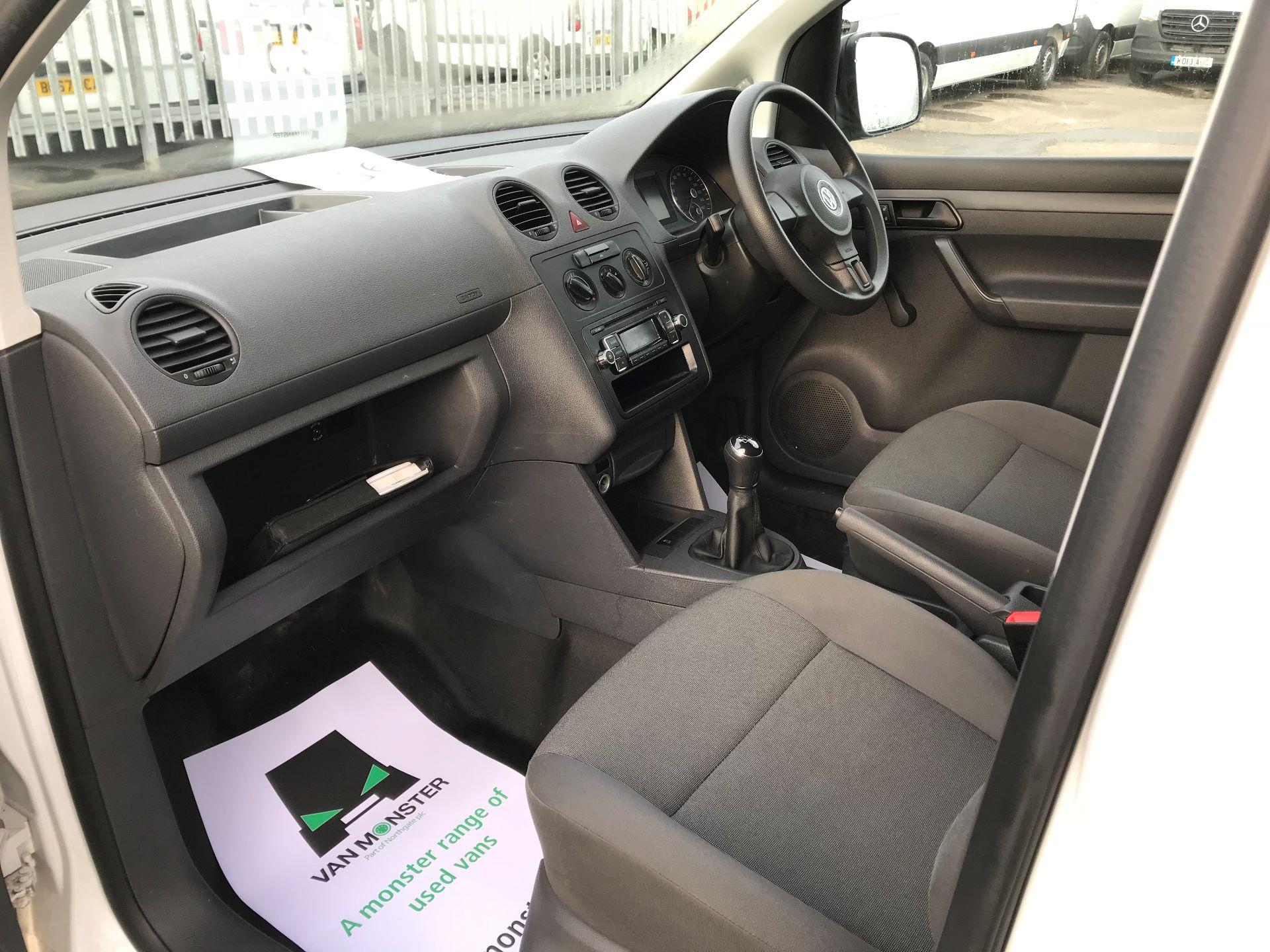 2016 Volkswagen Caddy Maxi  C20 102PS Startline Euro 5 (GF16KTV) Image 19