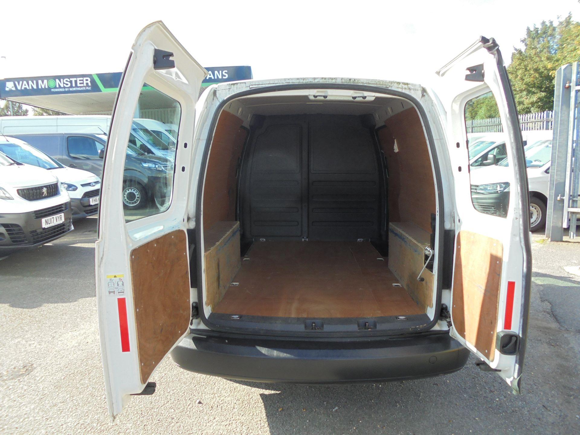 2016 Volkswagen Caddy Maxi  1.6 102PS STARTLINE EURO 5 (GF16KUK) Image 15