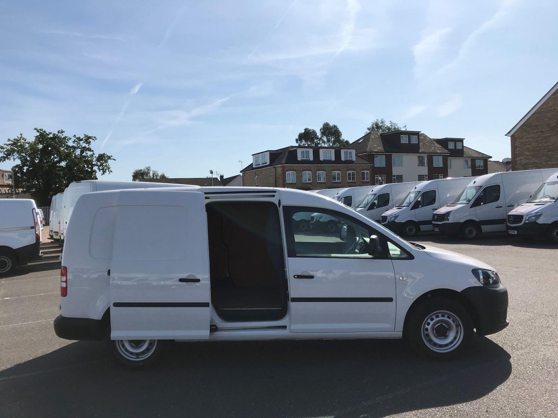 2016 Volkswagen Caddy Maxi  C20 102PS Startline Euro 5 (GF16KVE) Image 9
