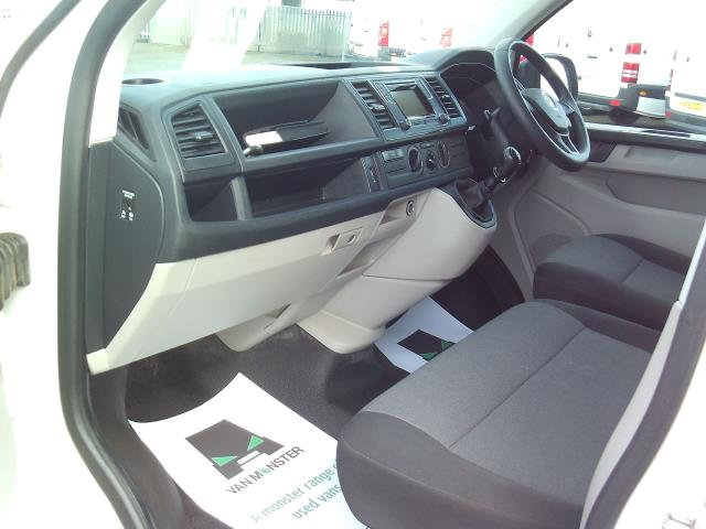 2016 Volkswagen Transporter T28 SWB DIESEL 2.0 TDI BMT 102 STARTLINE EURO 5 (GF16TUV) Image 17