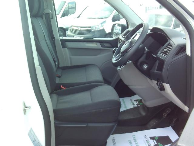 2016 Volkswagen Transporter T28 SWB DIESEL 2.0 TDI BMT 102 STARTLINE EURO 5 (GF16TUV) Image 19