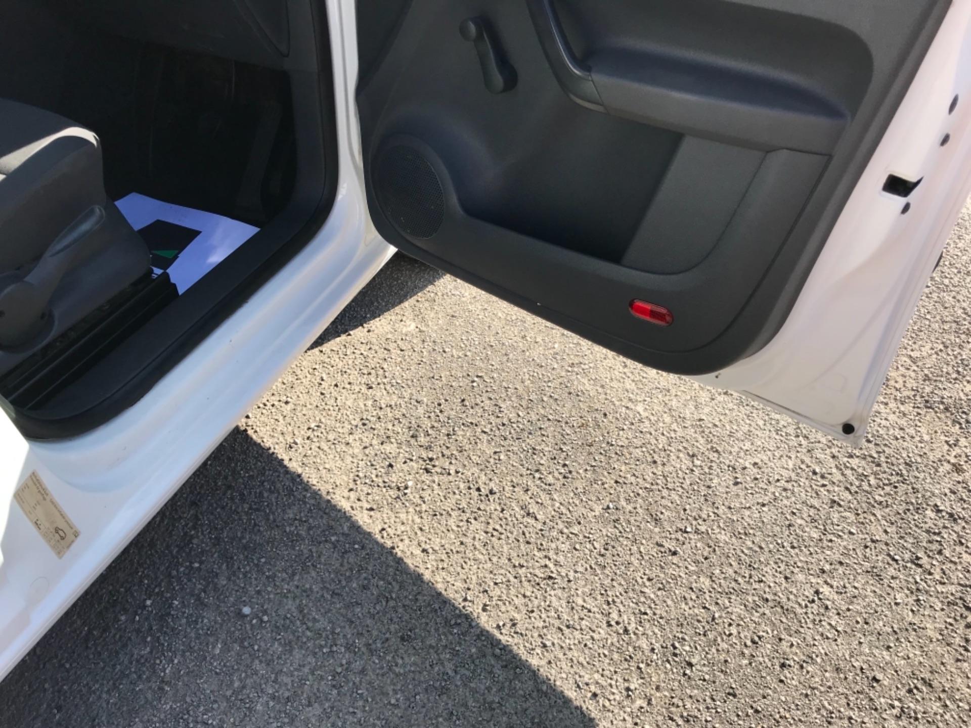 2017 Volkswagen Caddy 1.6 Tdi 75Ps Startline Van (GF17AVN) Image 13