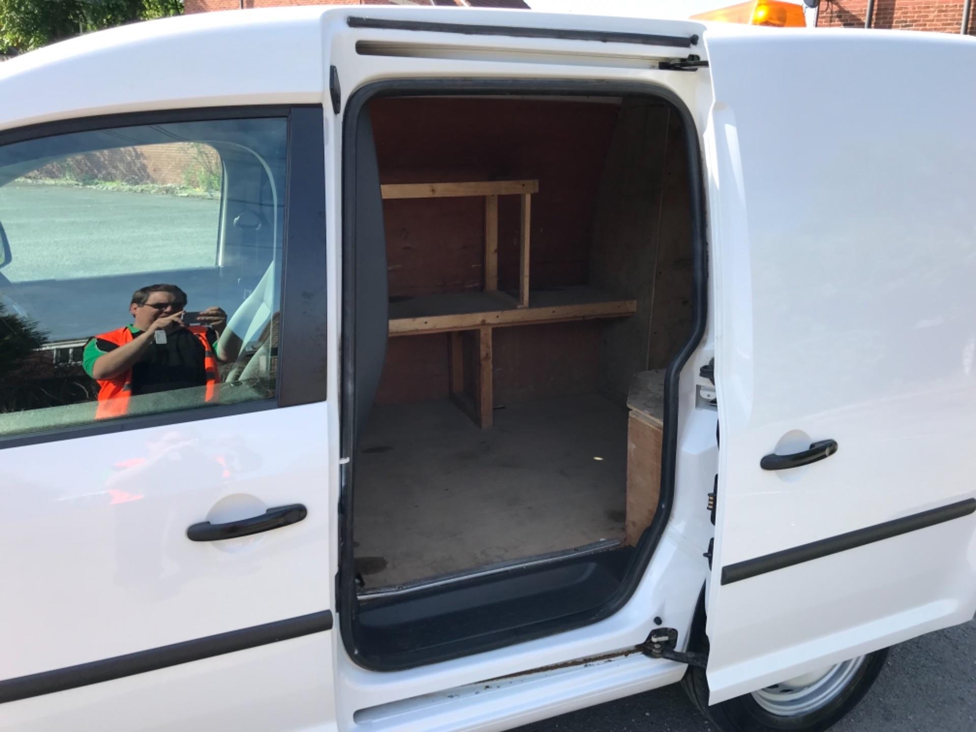2017 Volkswagen Caddy 1.6 Tdi 75Ps Startline Van (GF17AVN) Image 28