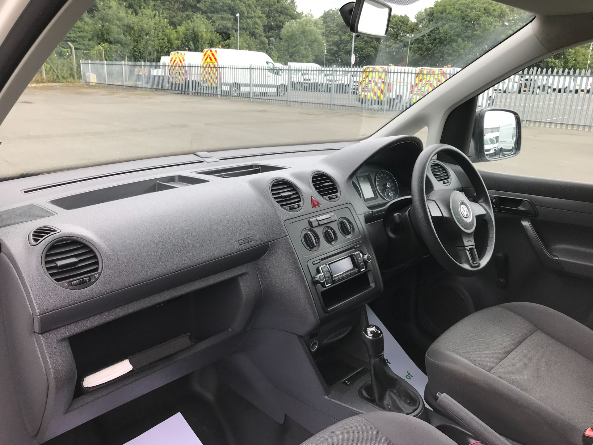 2017 Volkswagen Caddy  1.6 75PS STARTLINE EURO 5 (GF17AXG) Image 16