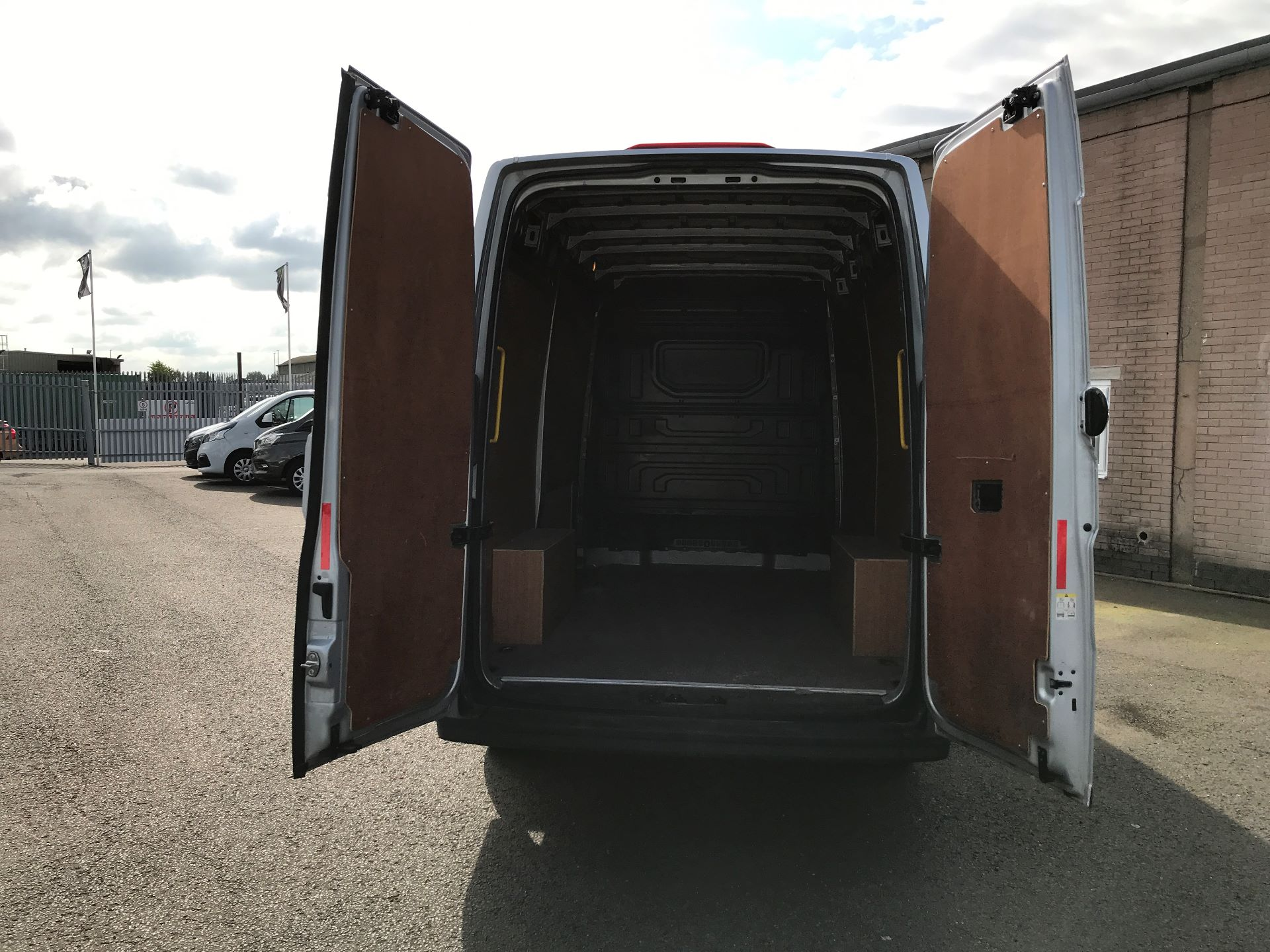 2018 Volkswagen Crafter CR35 MWB HIGH ROOF 2.0TDI 140PS STARTLINE EURO 6 (GF18CVS) Image 18