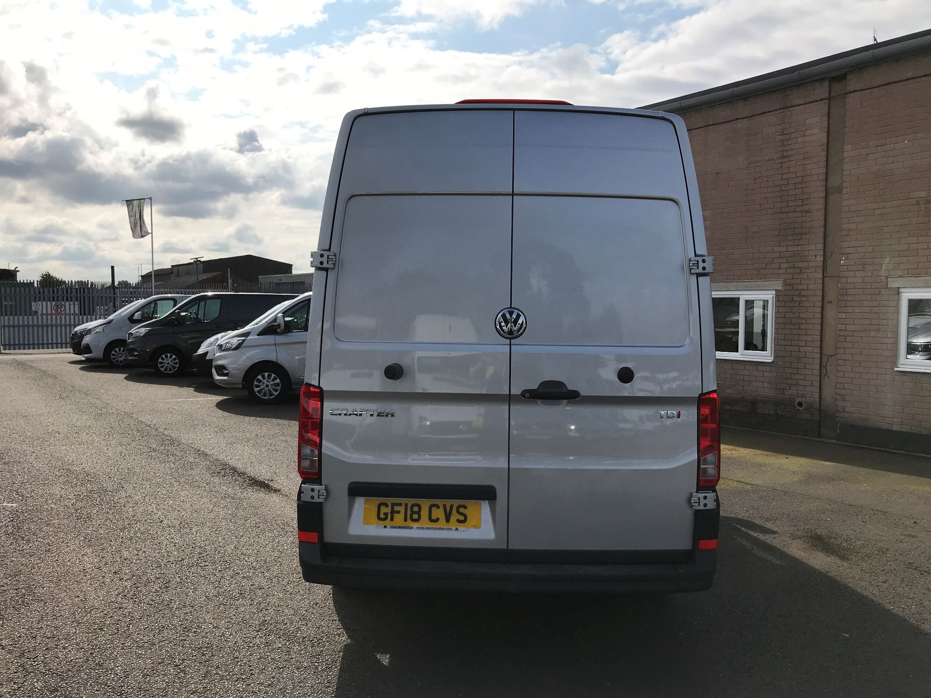 2018 Volkswagen Crafter CR35 MWB HIGH ROOF 2.0TDI 140PS STARTLINE EURO 6 (GF18CVS) Image 9