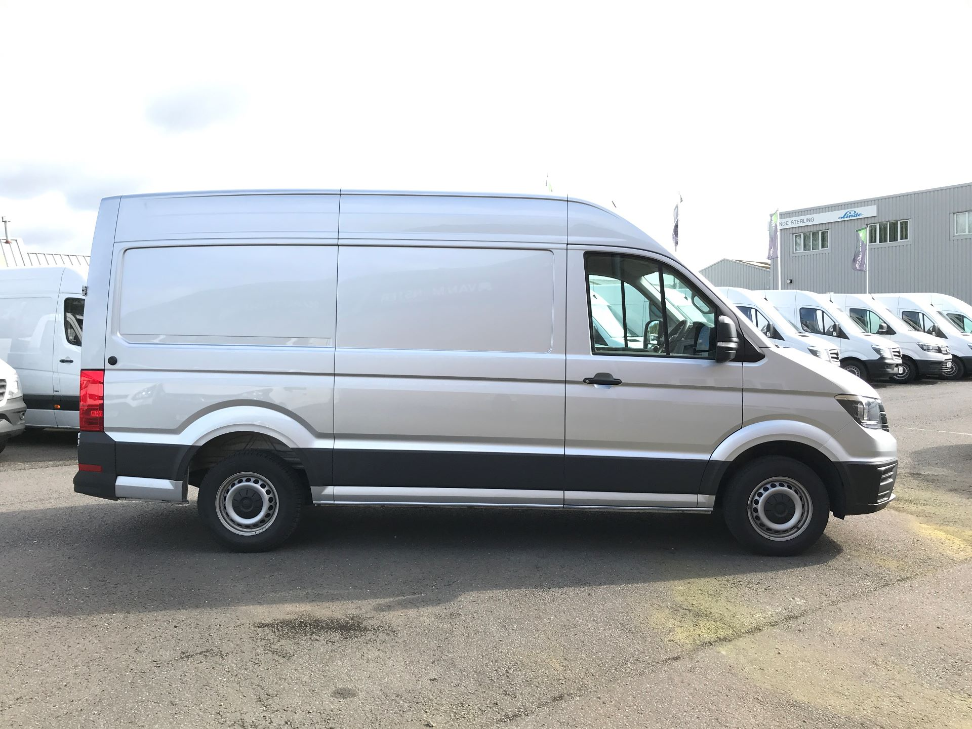 2018 Volkswagen Crafter CR35 MWB HIGH ROOF 2.0TDI 140PS STARTLINE EURO 6 (GF18CVS) Image 7