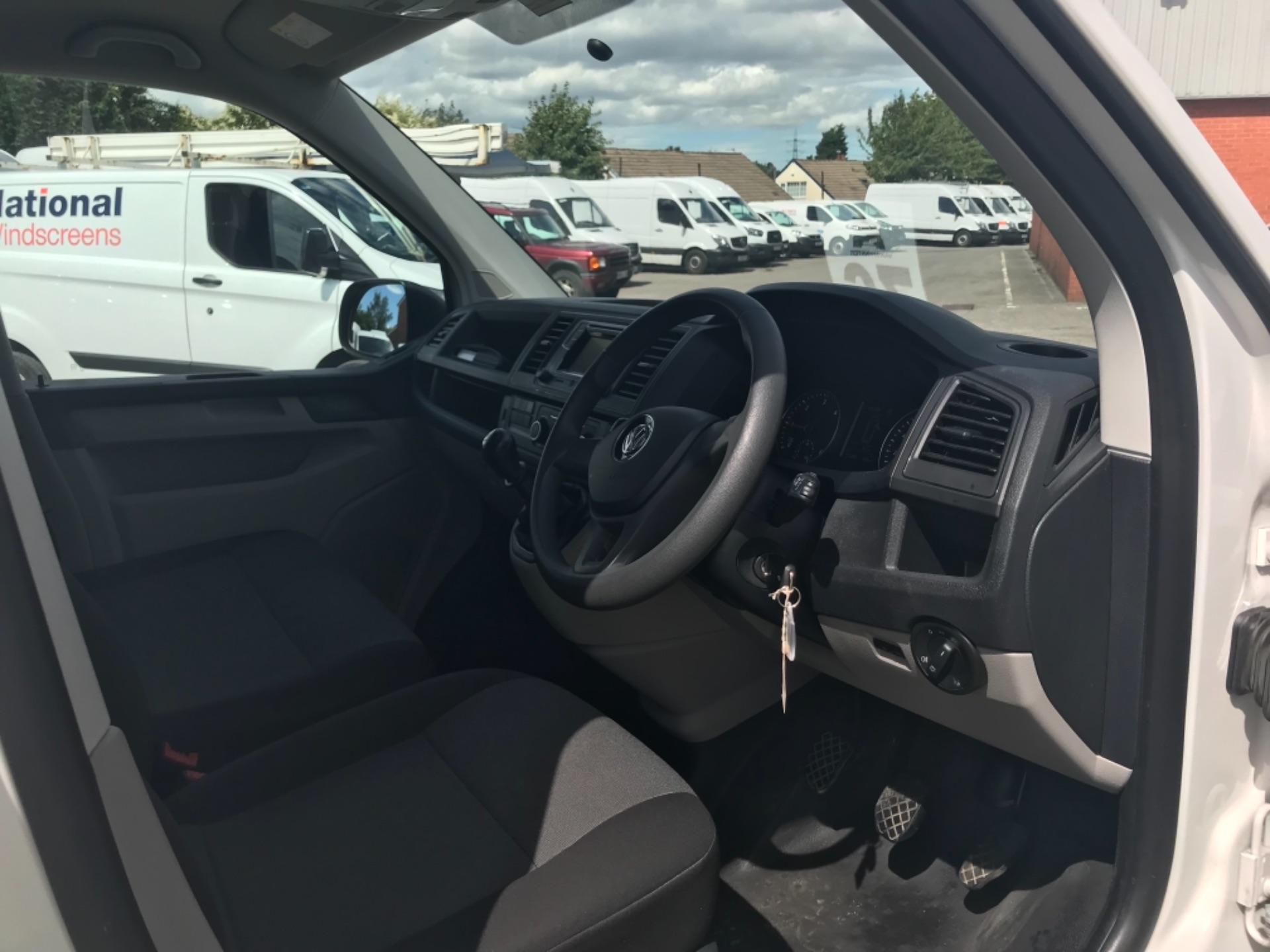 2018 Volkswagen Transporter 2.0 Tdi Bmt 102 Startline Van Euro 6 (GF18RSZ) Image 9