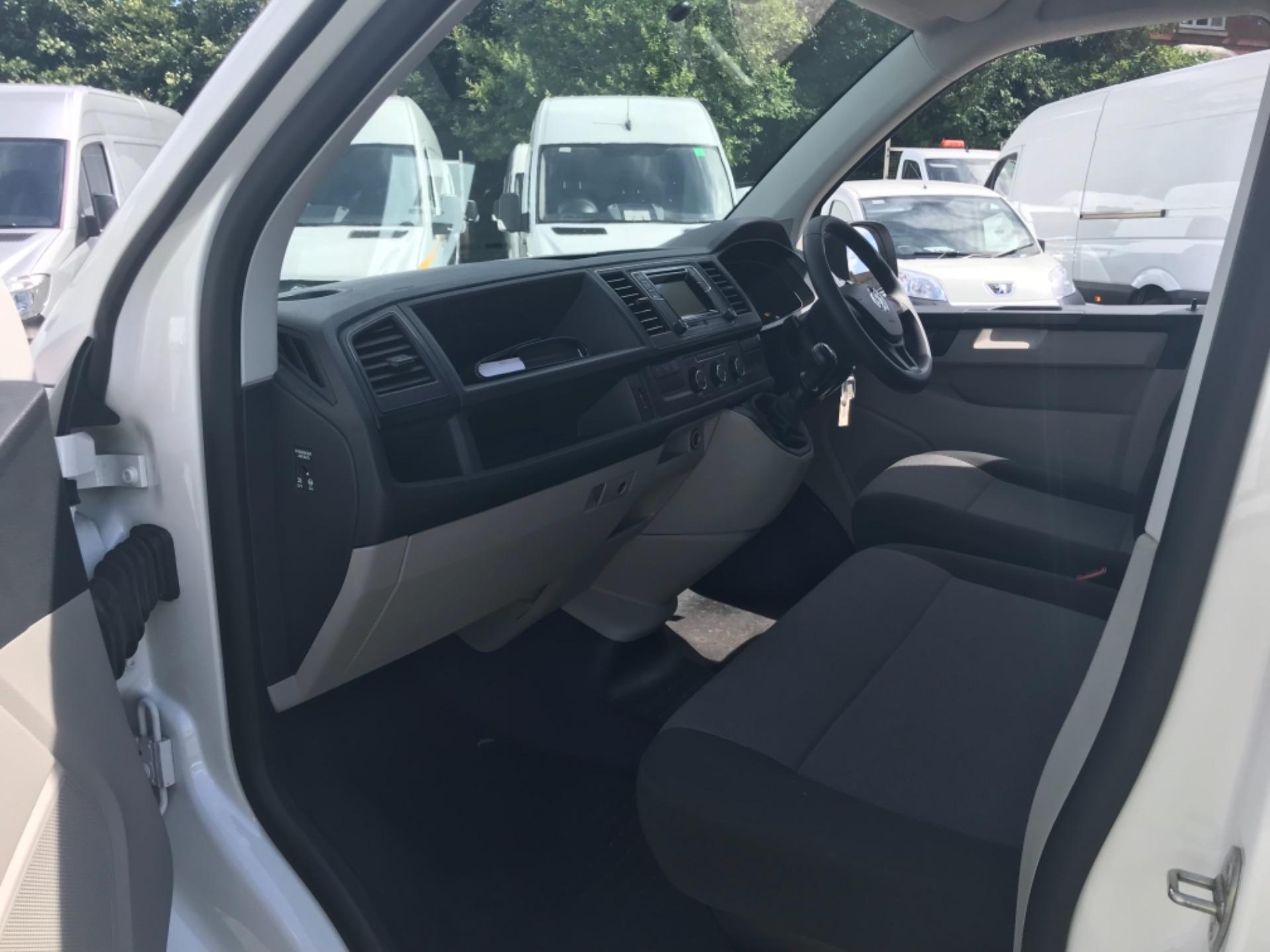 2018 Volkswagen Transporter 2.0 Tdi Bmt 102 Startline Van Euro 6 (GF18RSZ) Image 16