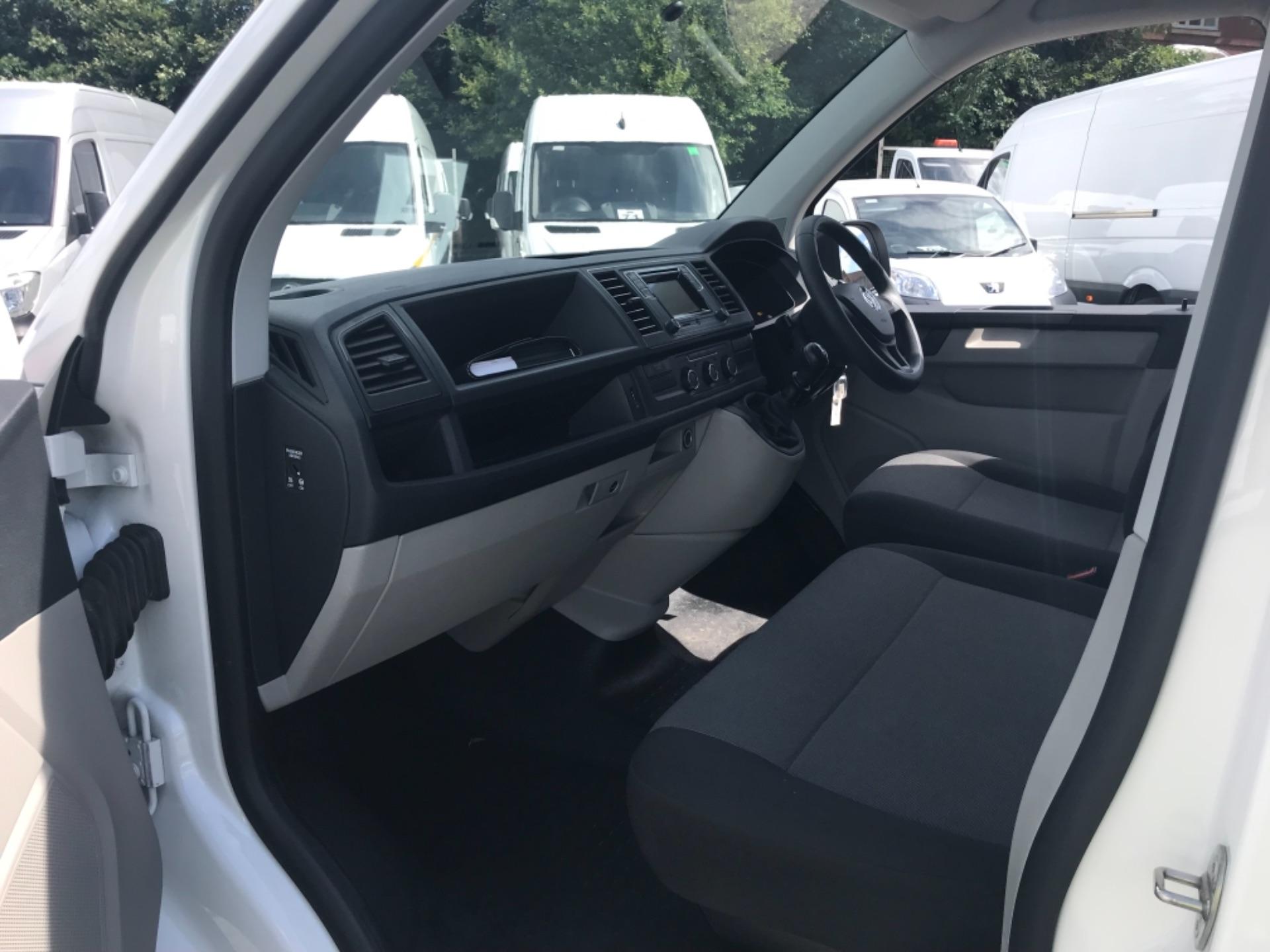 2018 Volkswagen Transporter 2.0 Tdi Bmt 102 Startline Van Euro 6 (GF18RSZ) Image 10