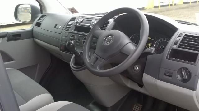 2015 Volkswagen Transporter  T28 SWB DIESEL 2.0 TDI 84PS STARTLINE EURO 5 (GF65OMG) Image 13