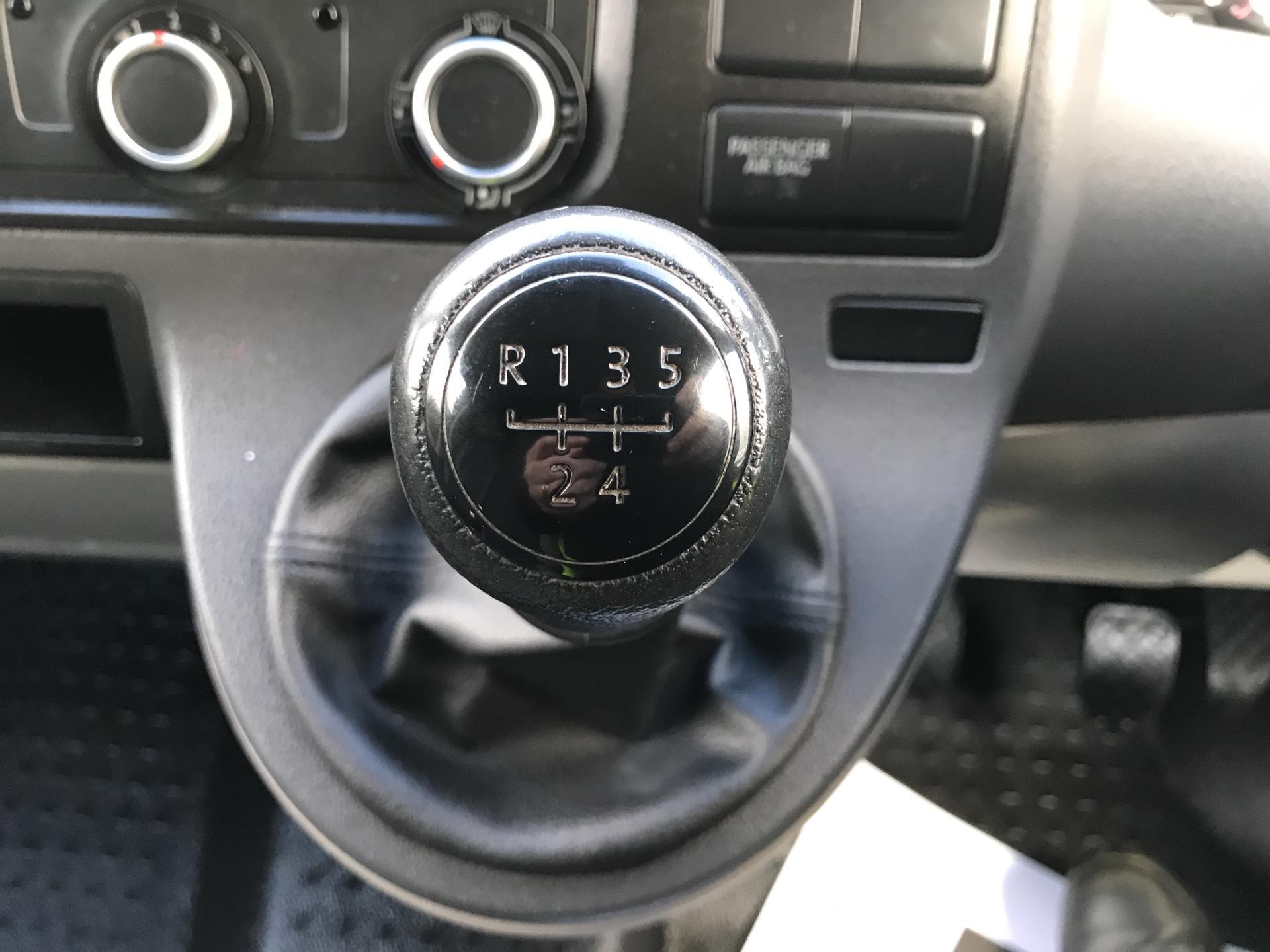 2015 Volkswagen Transporter T28 SWB DIESEL 2.0 TDI BMT 84PS STARTLINE VAN EURO 5 (GF65TDO) Image 11