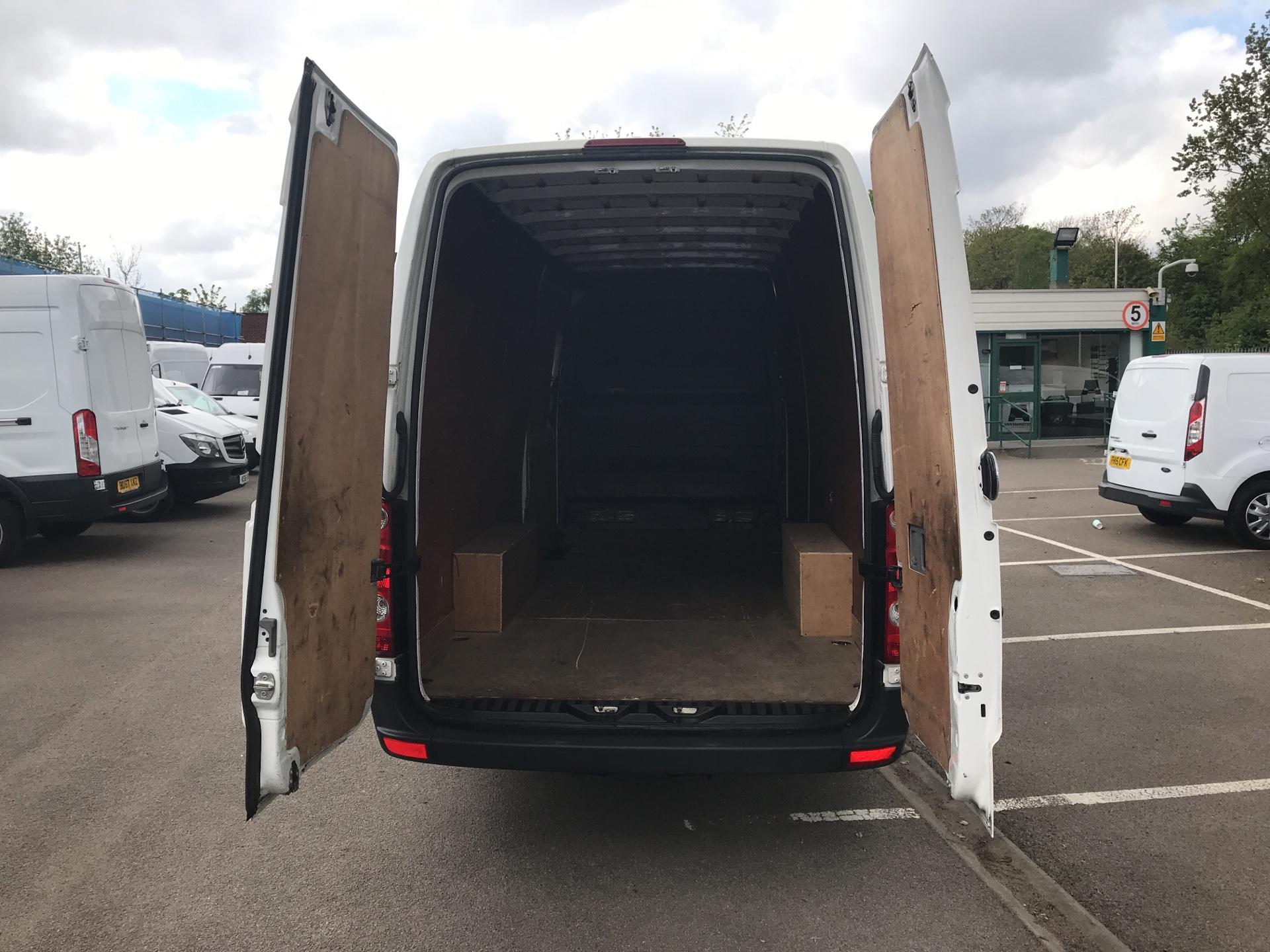2015 Volkswagen Crafter CR35 LWB 2.0 TDI 136PS HIGH ROOF EURO 5 (GF65YPW) Image 16