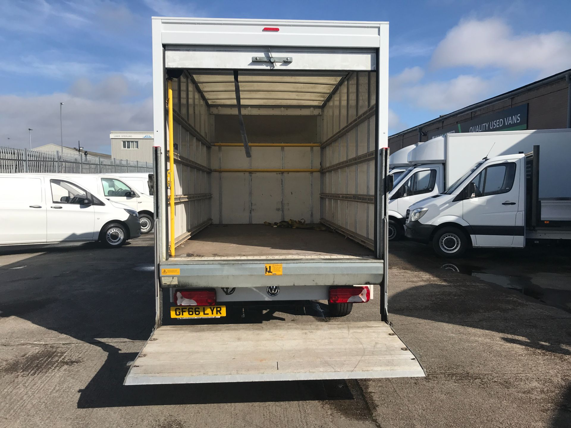 2016 Volkswagen Crafter CR35 13FT LUTON 136PS TAIL LIFT EURO 5 (GF66LYR) Image 9