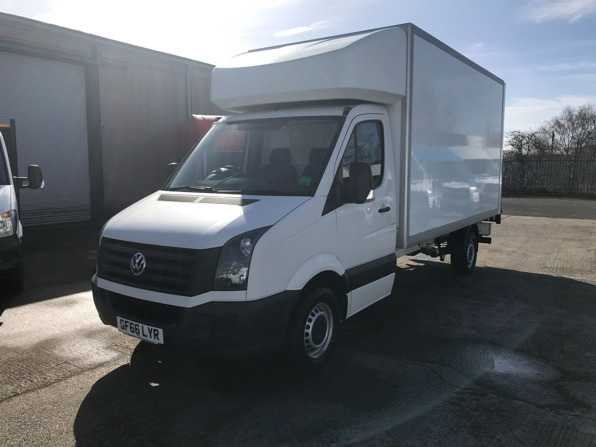 2016 Volkswagen Crafter CR35 13FT LUTON 136PS TAIL LIFT EURO 5 (GF66LYR) Image 3