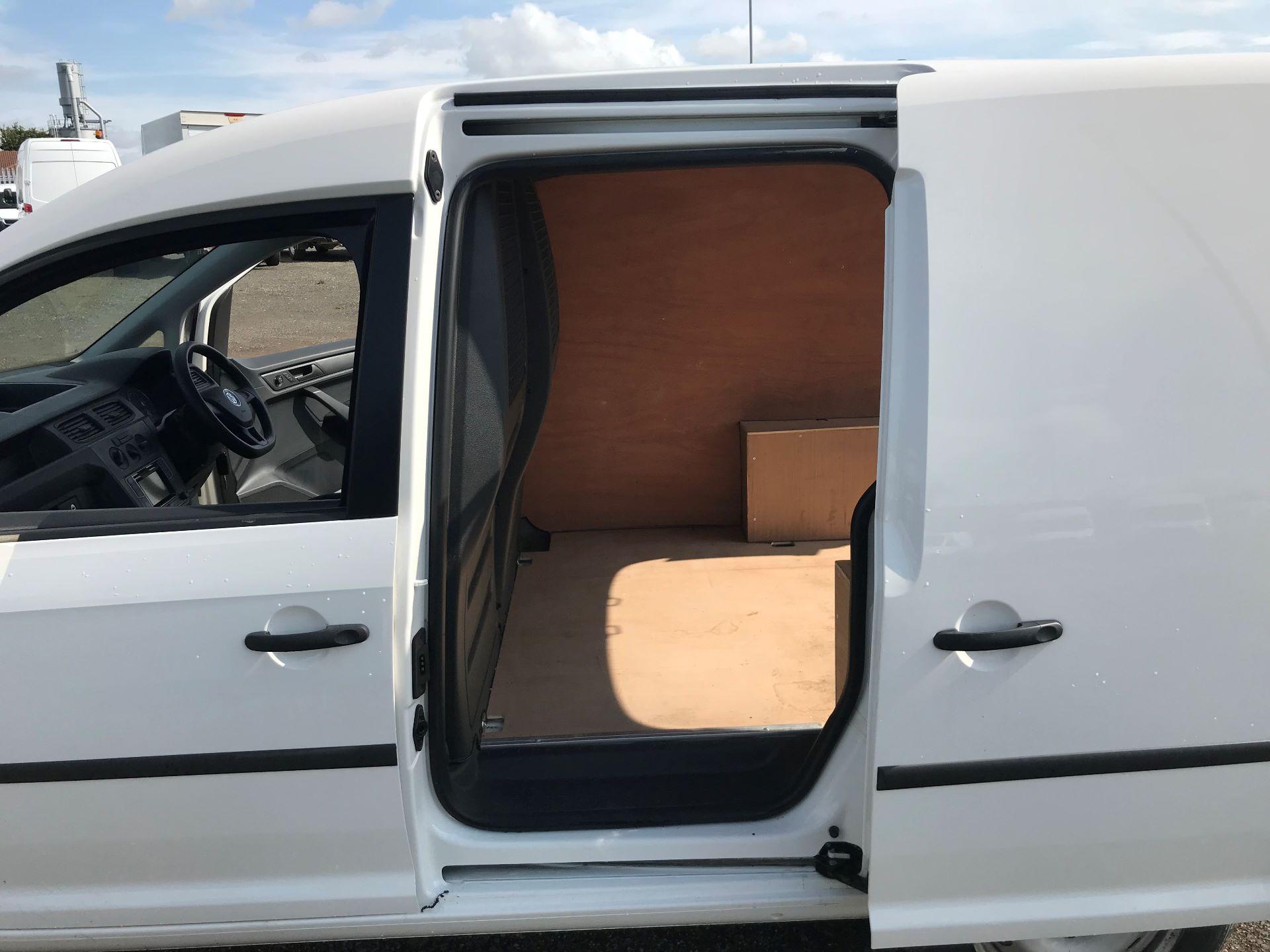 2016 Volkswagen Caddy  2.0 75ps BLUEMOTION TECH STARTLINE EURO 6 (GF66TGN) Image 16