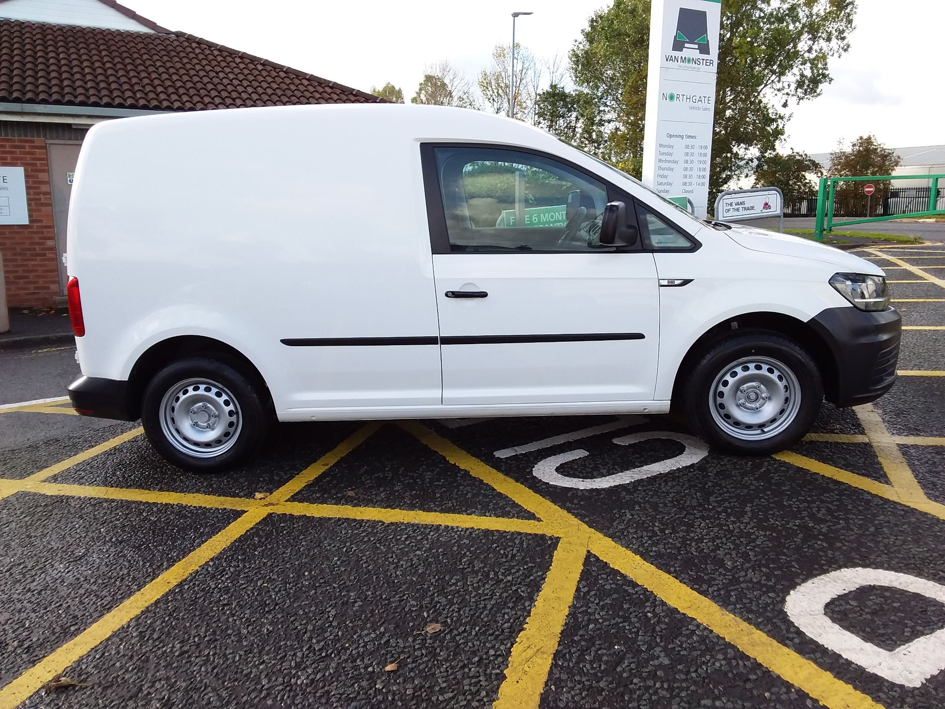 2016 Volkswagen Caddy 1.6 Tdi 102Ps Van (GF66THX) Image 8