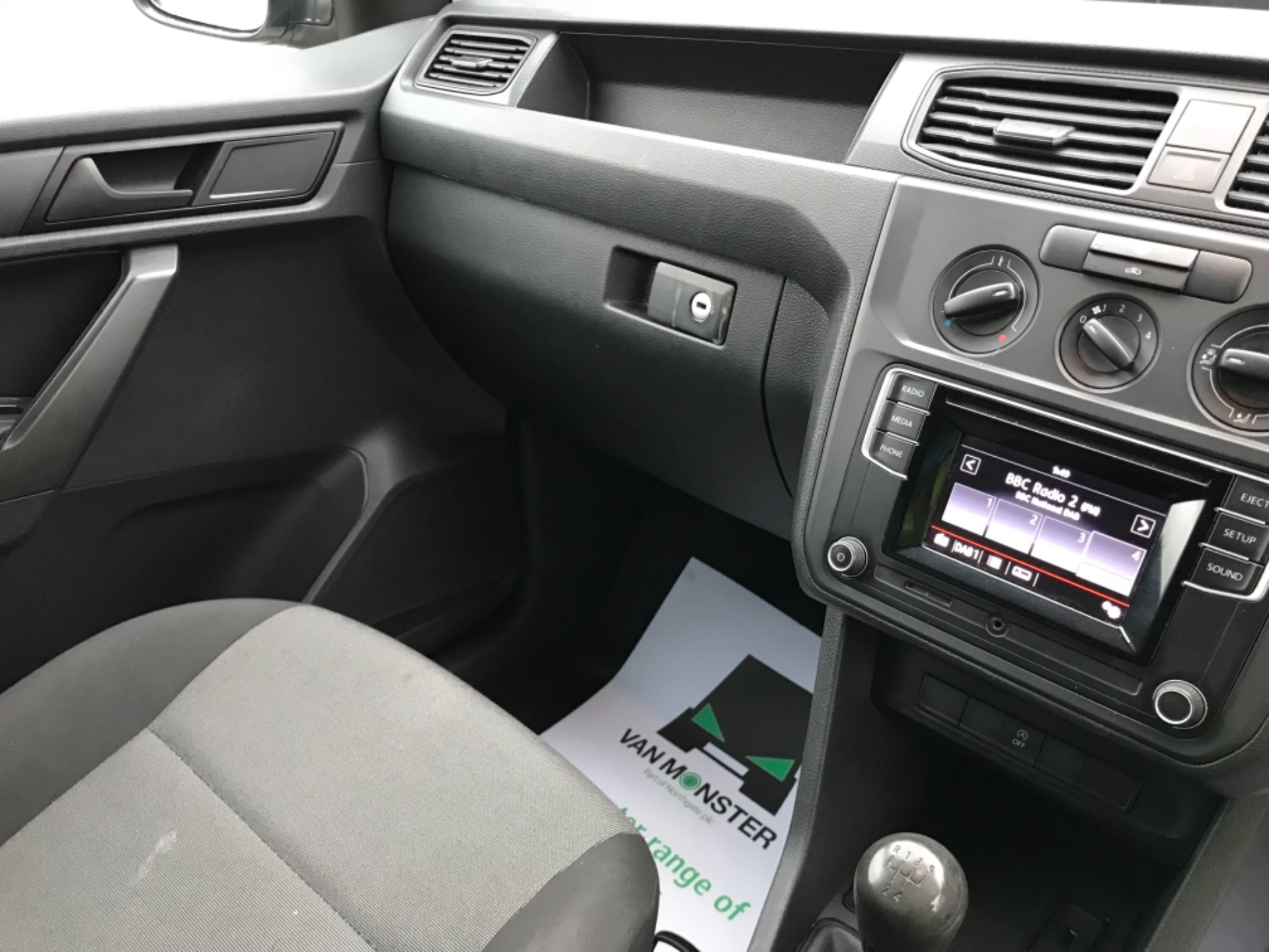 2016 Volkswagen Caddy 2.0TDI BLUEMOTION TECH 75PS STARTLINE EURO 6 (GF66UDV) Image 10