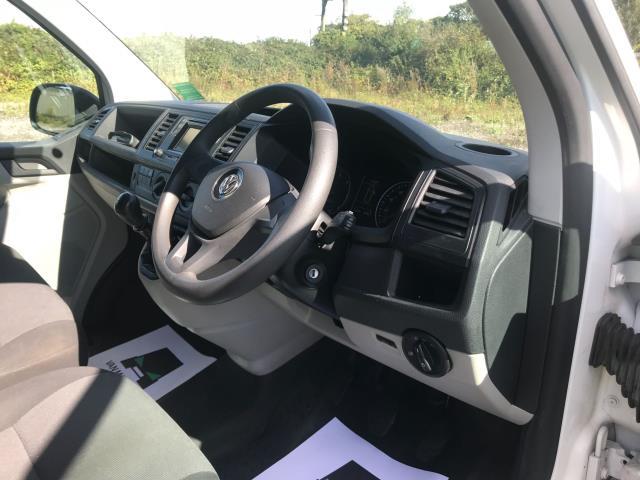 2017 Volkswagen Transporter  T28 SWB DIESEL 2.0 TDI BMT 102 STARTLINE VAN EURO 6  (GF67KUU) Image 31
