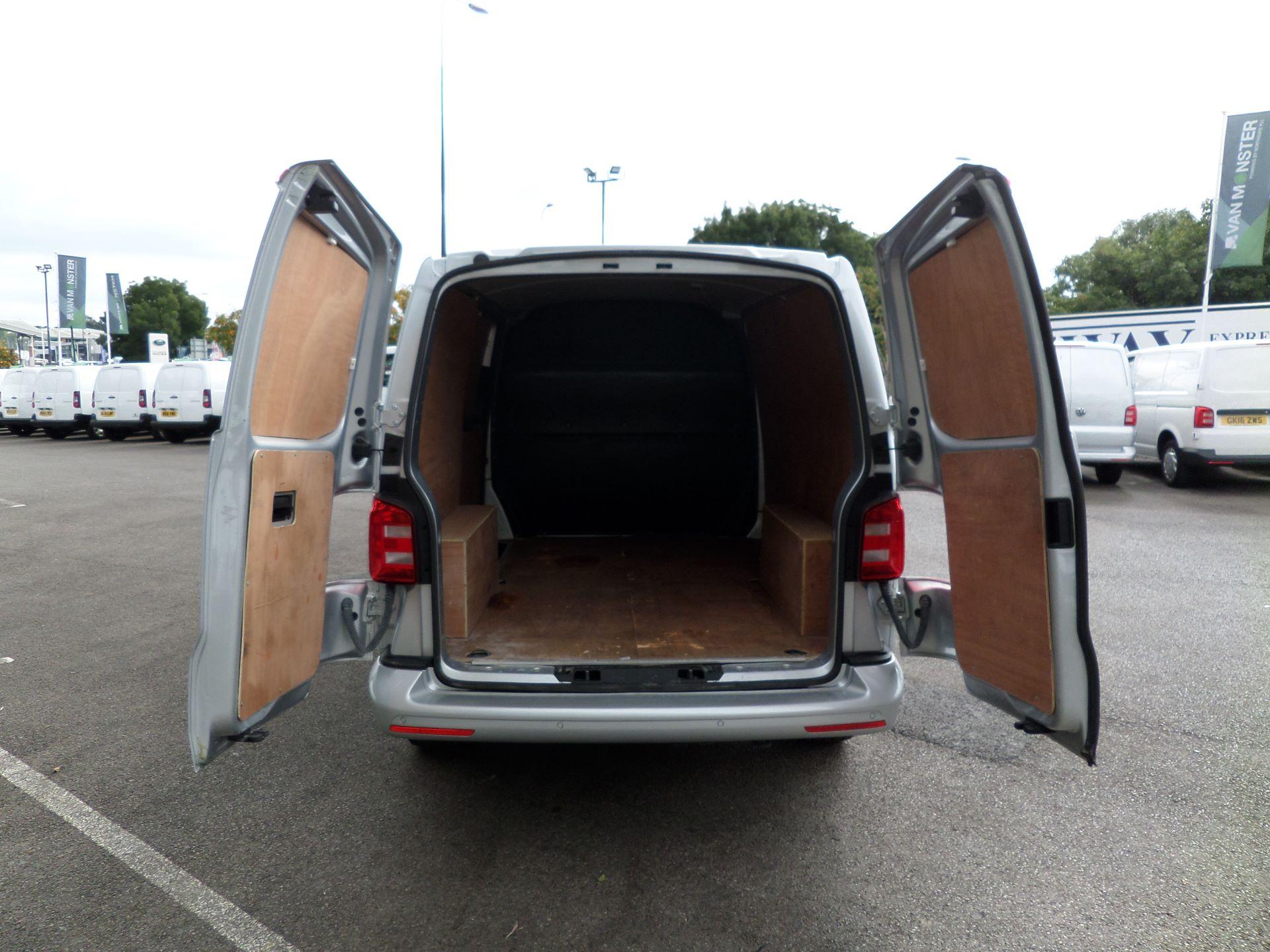 2017 Volkswagen Transporter 2.0 Tdi Bmt 102 Highline Van Euro 6 (GF67KWO) Image 14