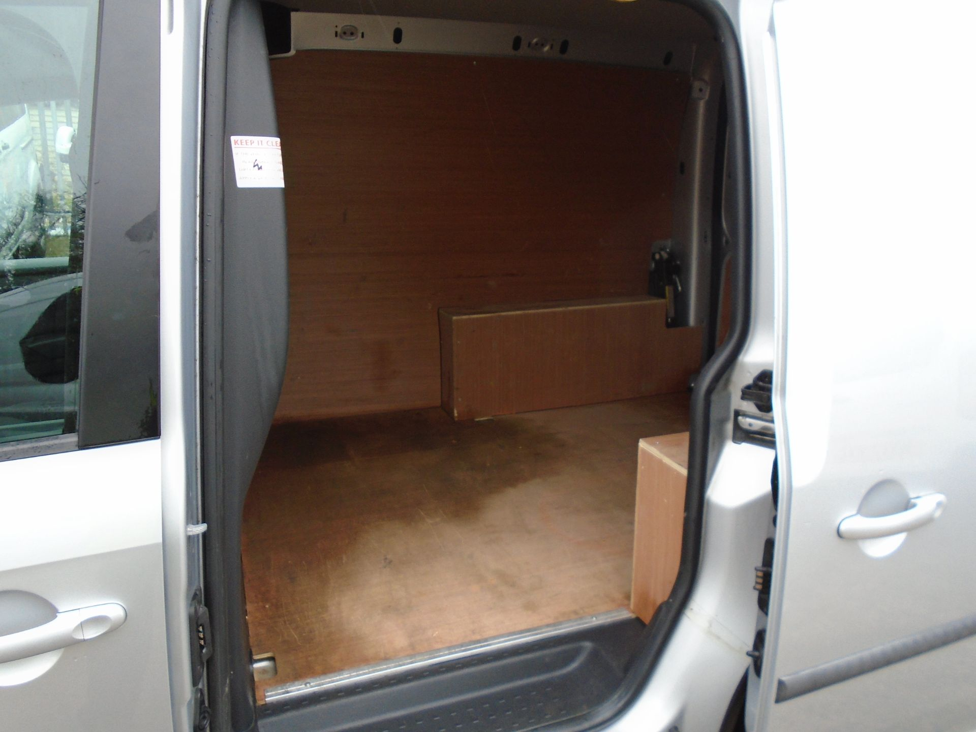 2017 Volkswagen Caddy 2.0 Tdi Bluemotion Tech 102Ps Highline Van (GF67NLA) Image 9