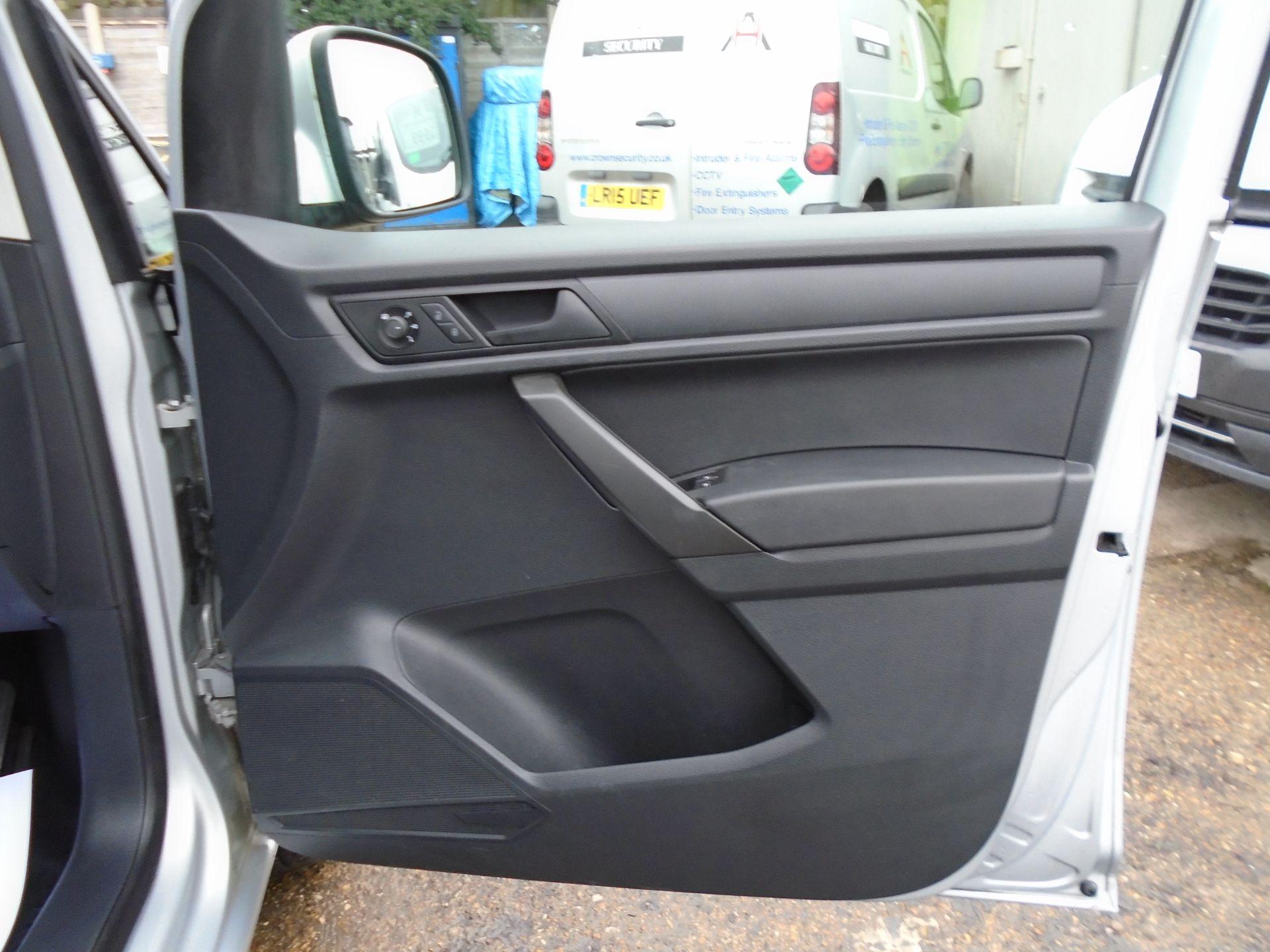 2017 Volkswagen Caddy 2.0 Tdi Bluemotion Tech 102Ps Highline Van (GF67NLA) Image 17