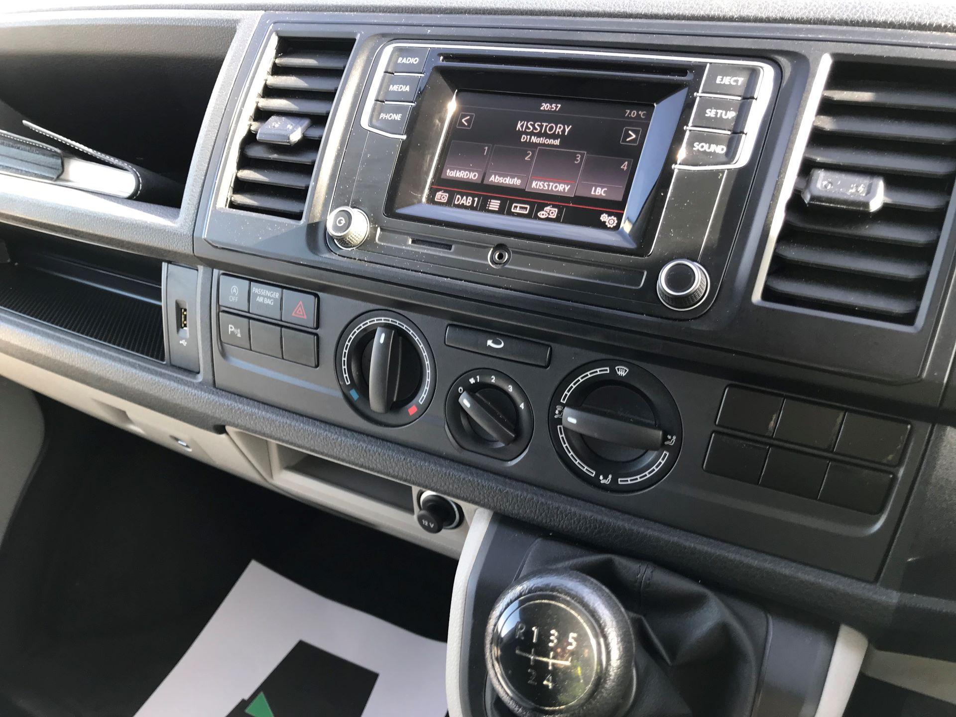 2018 Volkswagen Transporter  T30 LWB DIESEL 2.0 TDI BMT 102 Startline VAN EURO 6 (GF68HKJ) Image 26