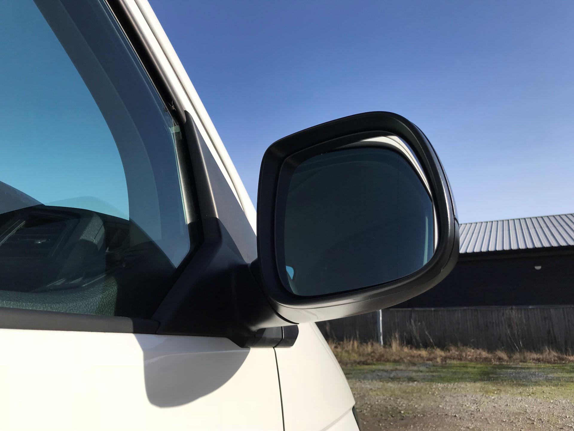 2018 Volkswagen Transporter  T30 LWB DIESEL 2.0 TDI BMT 102 Startline VAN EURO 6 (GF68HKJ) Image 13