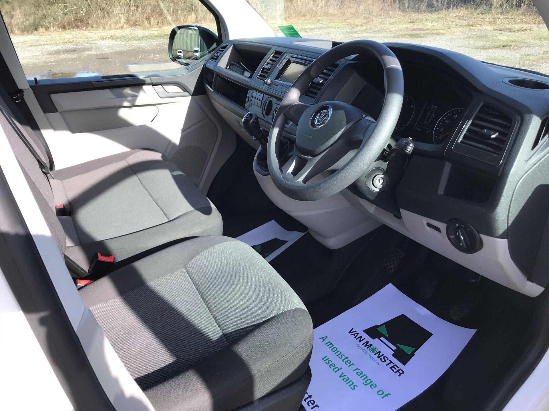 2018 Volkswagen Transporter  T30 LWB DIESEL 2.0 TDI BMT 102 Startline VAN EURO 6 (GF68HKJ) Image 22