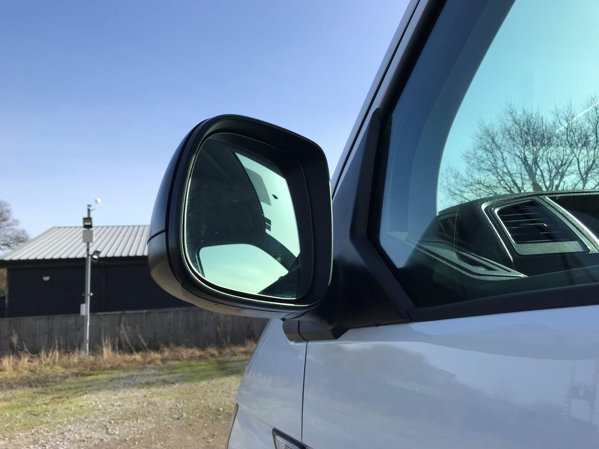 2018 Volkswagen Transporter  T30 LWB DIESEL 2.0 TDI BMT 102 Startline VAN EURO 6 (GF68HKJ) Image 12