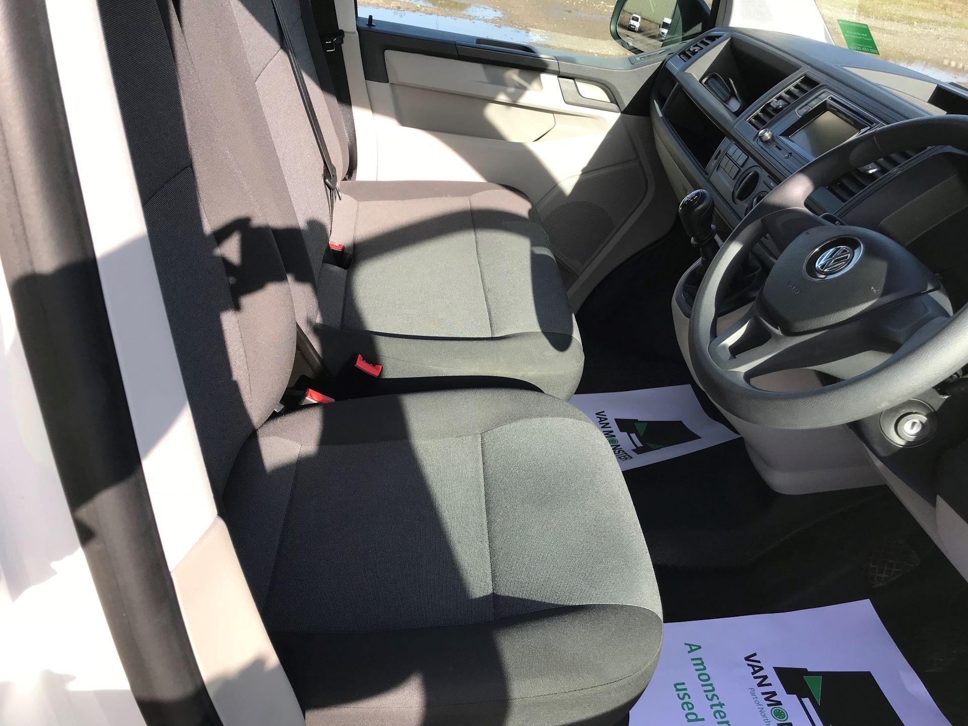 2018 Volkswagen Transporter  T30 LWB DIESEL 2.0 TDI BMT 102 Startline VAN EURO 6 (GF68HKJ) Image 23