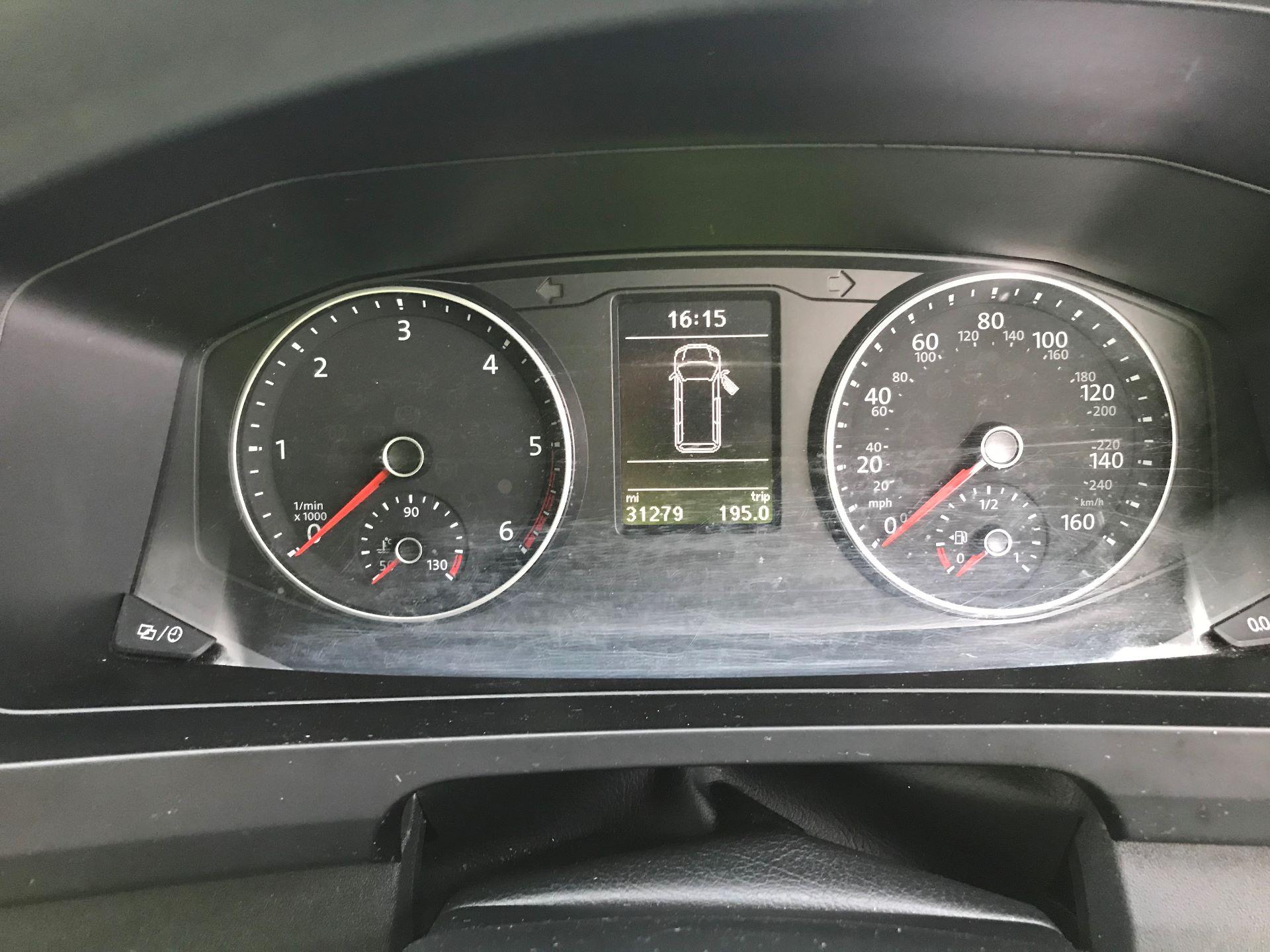2018 Volkswagen Transporter T30 LWB 2.0 TDI BMT 102 STARTLINE VAN EURO 6 (GF68HKL) Image 17