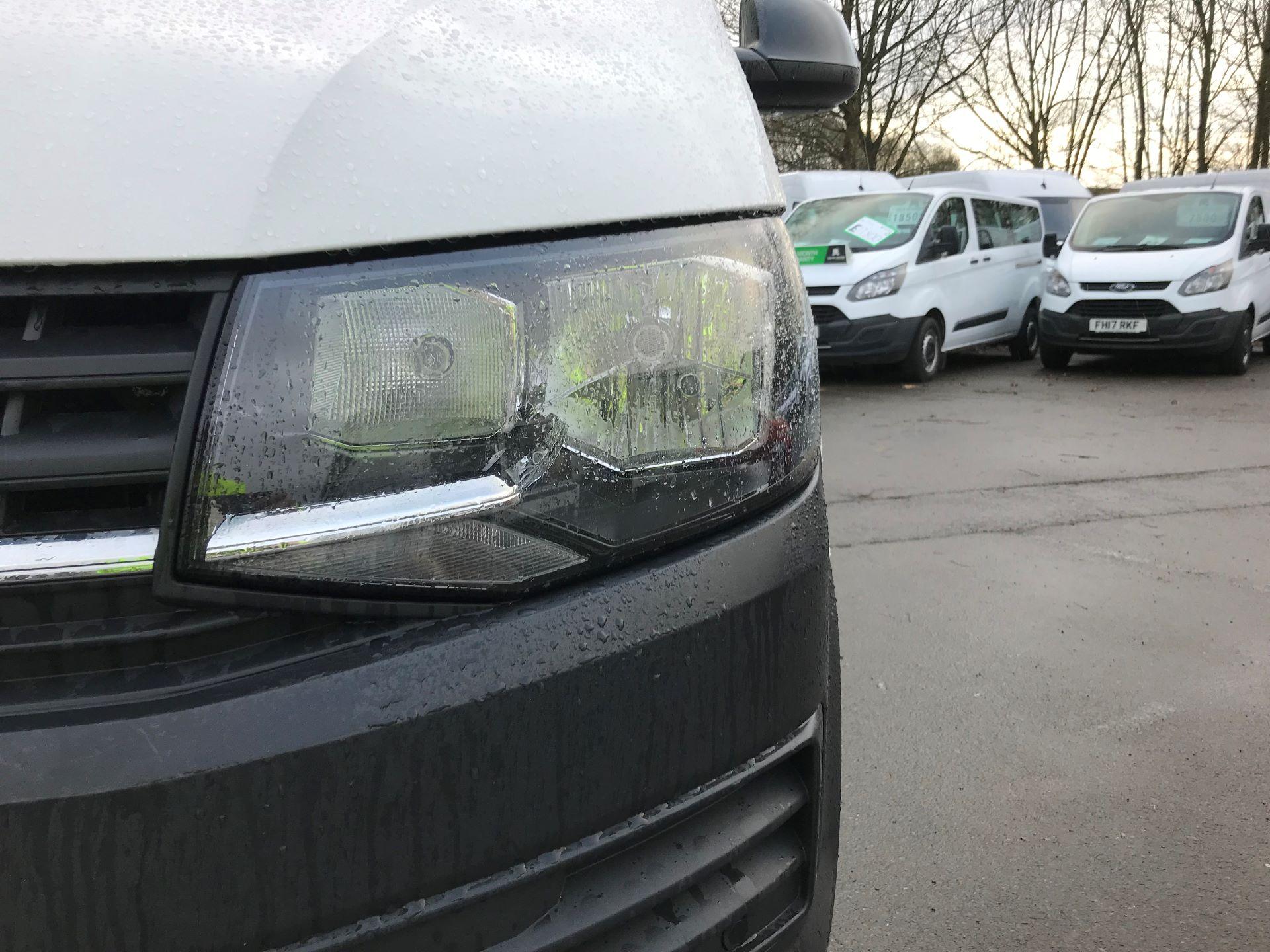 2018 Volkswagen Transporter T30 LWB 2.0 TDI BMT 102 STARTLINE VAN EURO 6 (GF68HKL) Image 13