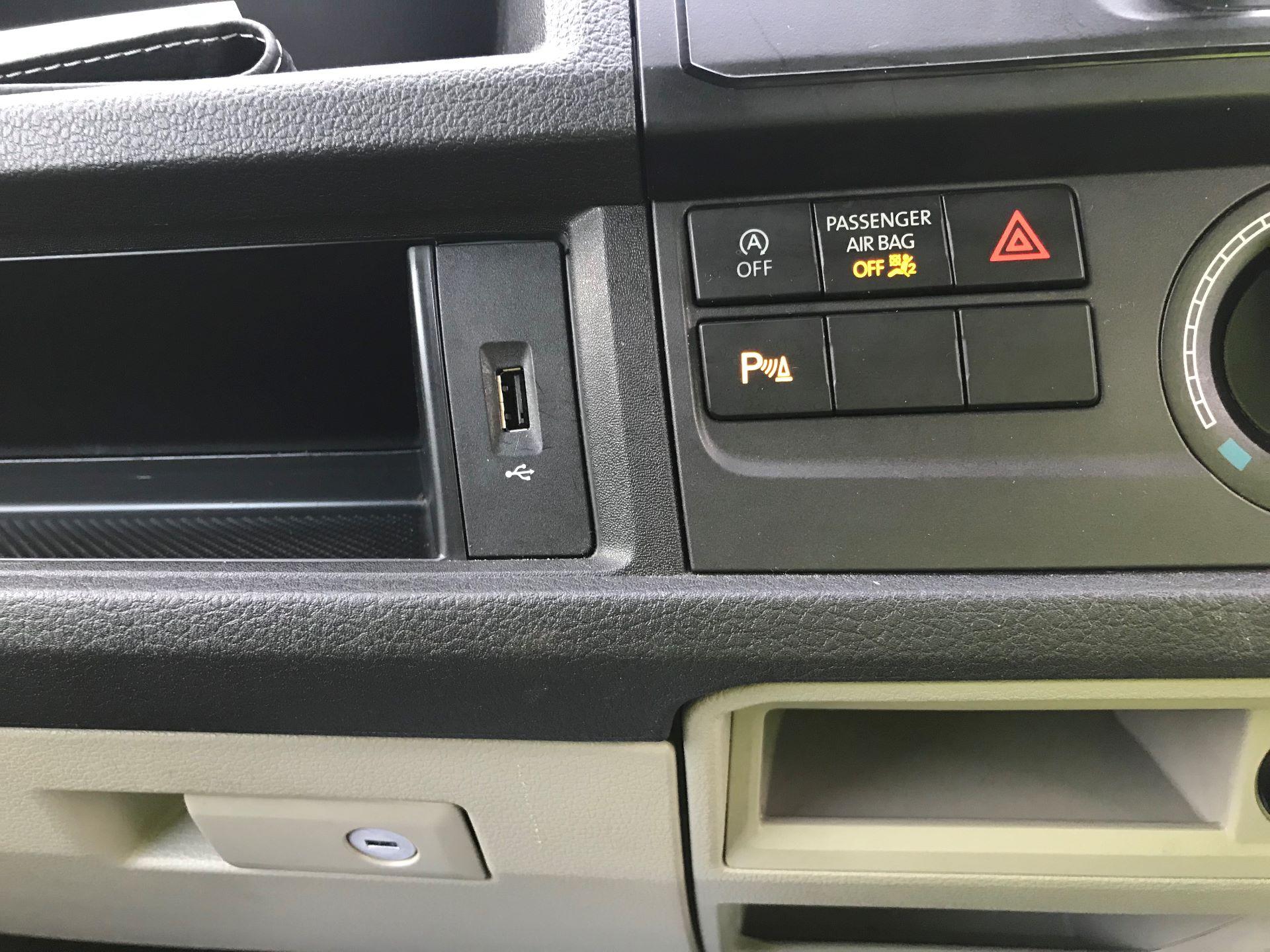 2018 Volkswagen Transporter T30 LWB 2.0 TDI BMT 102 STARTLINE VAN EURO 6 (GF68HKL) Image 22