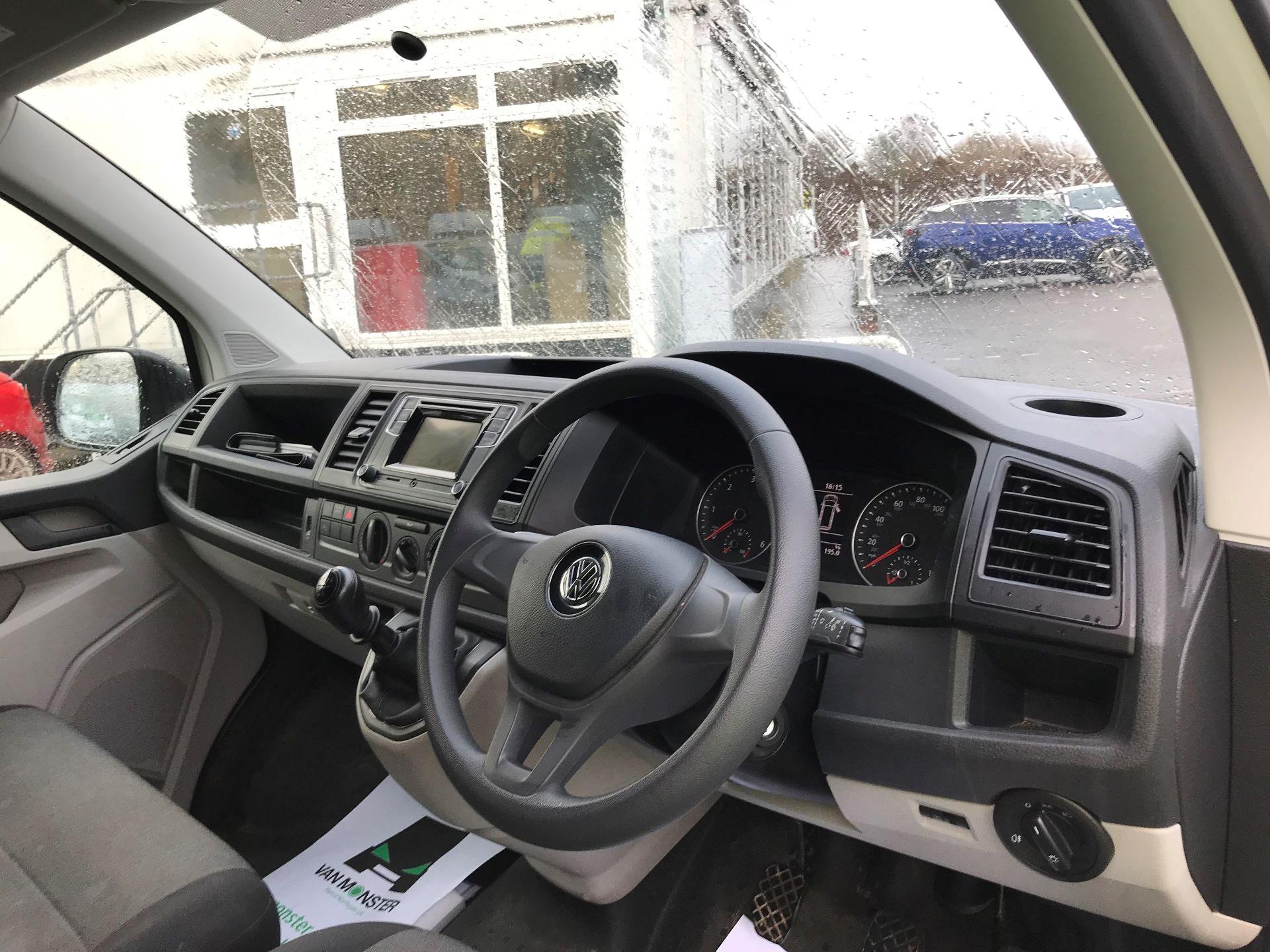 2018 Volkswagen Transporter T30 LWB 2.0 TDI BMT 102 STARTLINE VAN EURO 6 (GF68HKL) Image 16