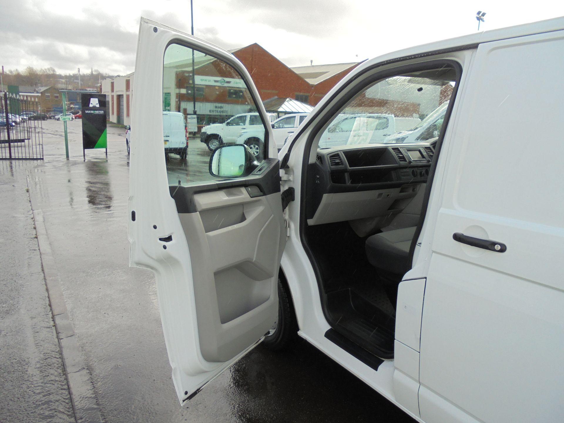 2018 Volkswagen Transporter 2.0 Tdi Bmt 102 Startline Van Euro 6 (GF68HKX) Image 23