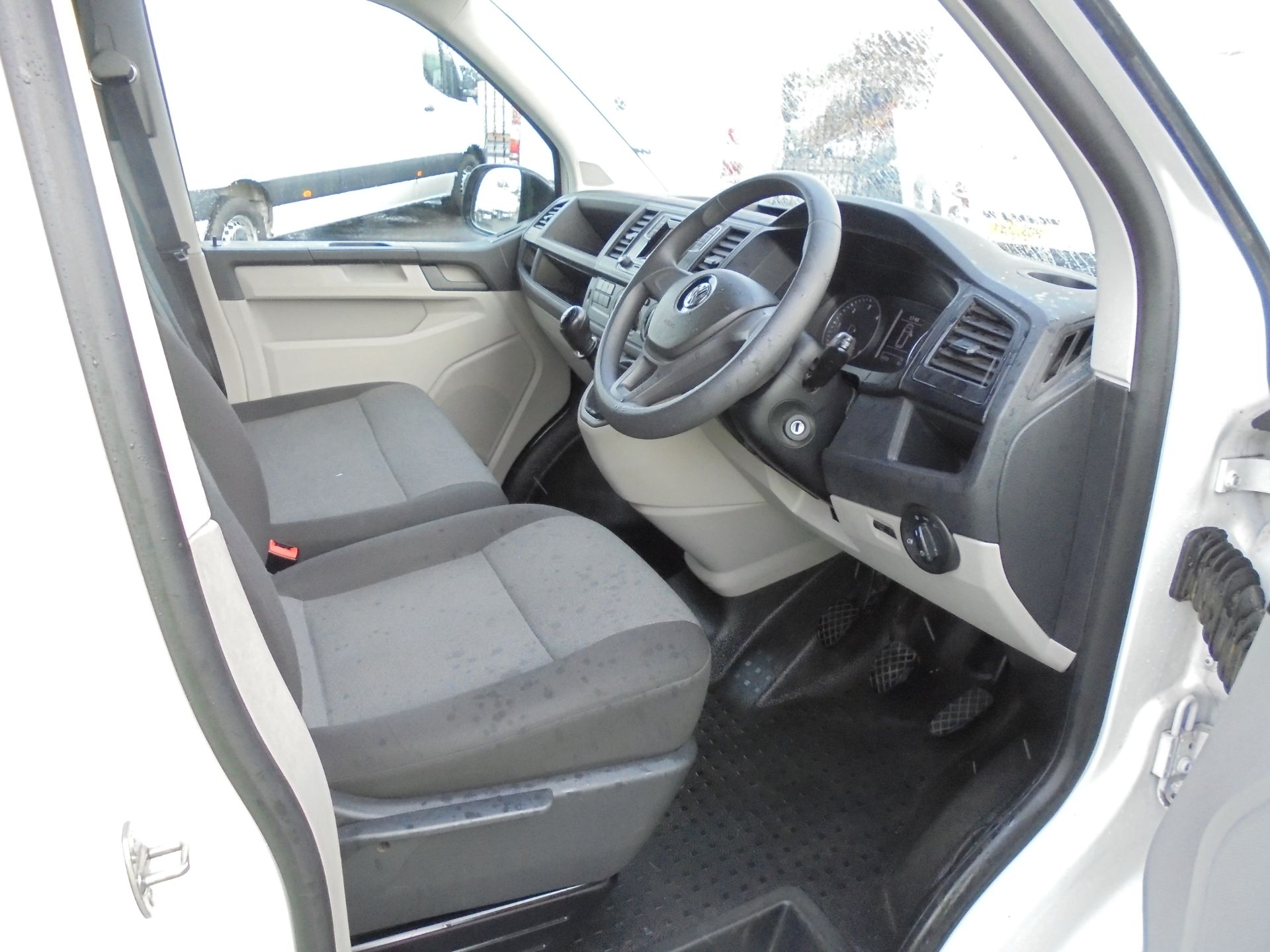 2018 Volkswagen Transporter 2.0 Tdi Bmt 102 Startline Van Euro 6 (GF68HKX) Image 10