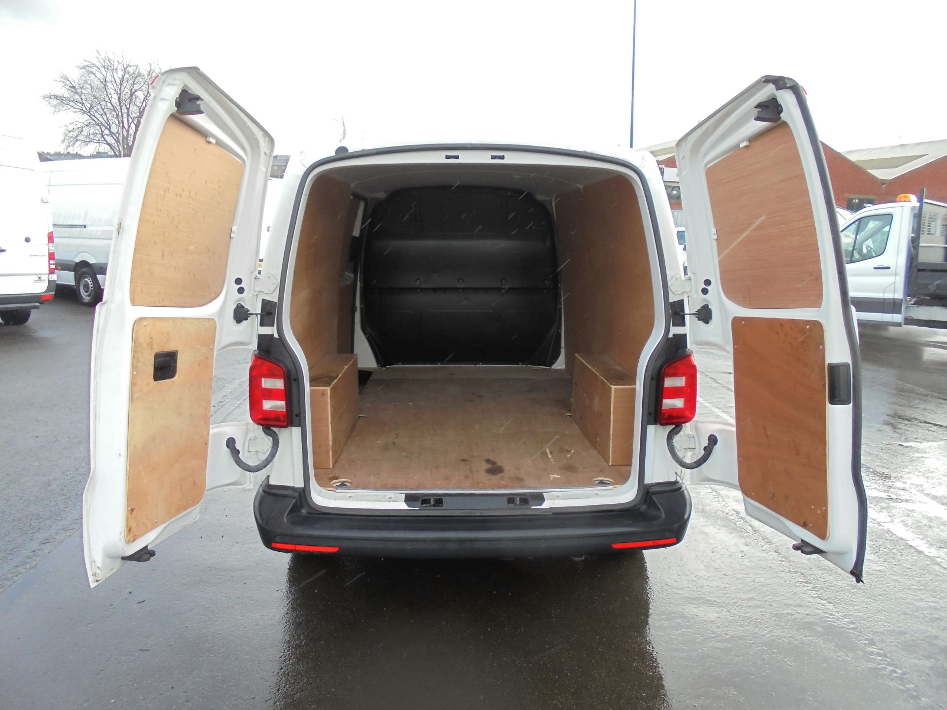 2018 Volkswagen Transporter 2.0 Tdi Bmt 102 Startline Van Euro 6 (GF68HKX) Image 28