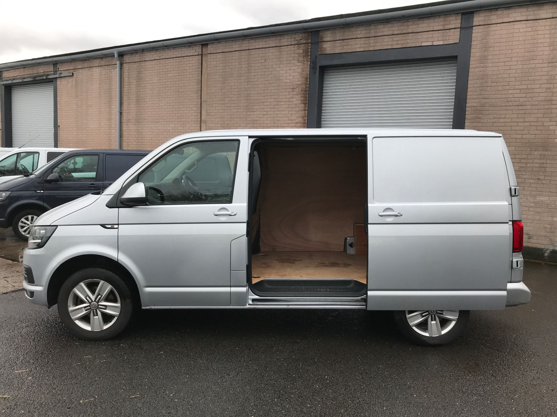 2018 Volkswagen Transporter T32 T6 SWB 150PS HIGHLINE 4MOTION EURO 6 (GF68JKX) Thumbnail 20