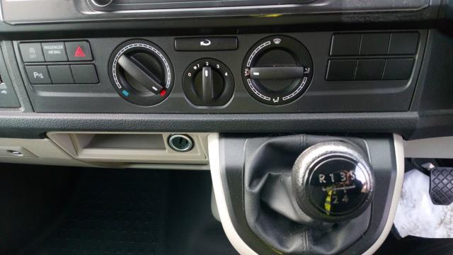 2018 Volkswagen Transporter T30 LWB DIESEL 2.0 TDI 102PS BMT STARTLINE EURO 6 (GF68NHT) Image 13