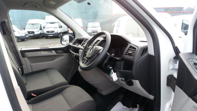 2018 Volkswagen Transporter T30 LWB DIESEL 2.0 TDI 102PS BMT STARTLINE EURO 6 (GF68NHT) Image 10