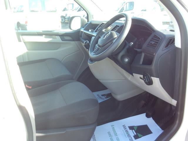 2016 Volkswagen Transporter T28 SWB DIESEL 2.0 TDI BMT 102 STARTLINE EURO 5 (GH16FSG) Image 19