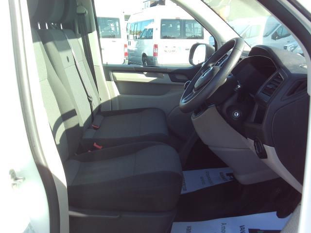2016 Volkswagen Transporter T28 SWB DIESEL 2.0 TDI BMT 102 STARTLINE EURO 5 (GH16FSG) Image 20