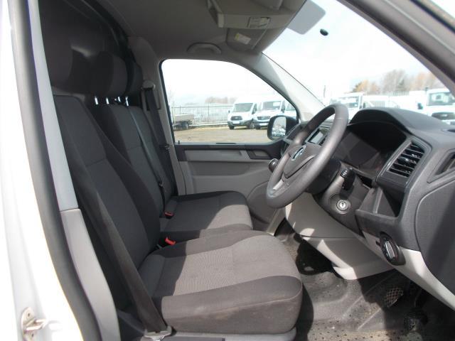 2016 Volkswagen Transporter  T28 SWB DIESEL 2.0 TDI BMT 102 STARTLINE VAN EURO 5 (GH16FTE) Image 19